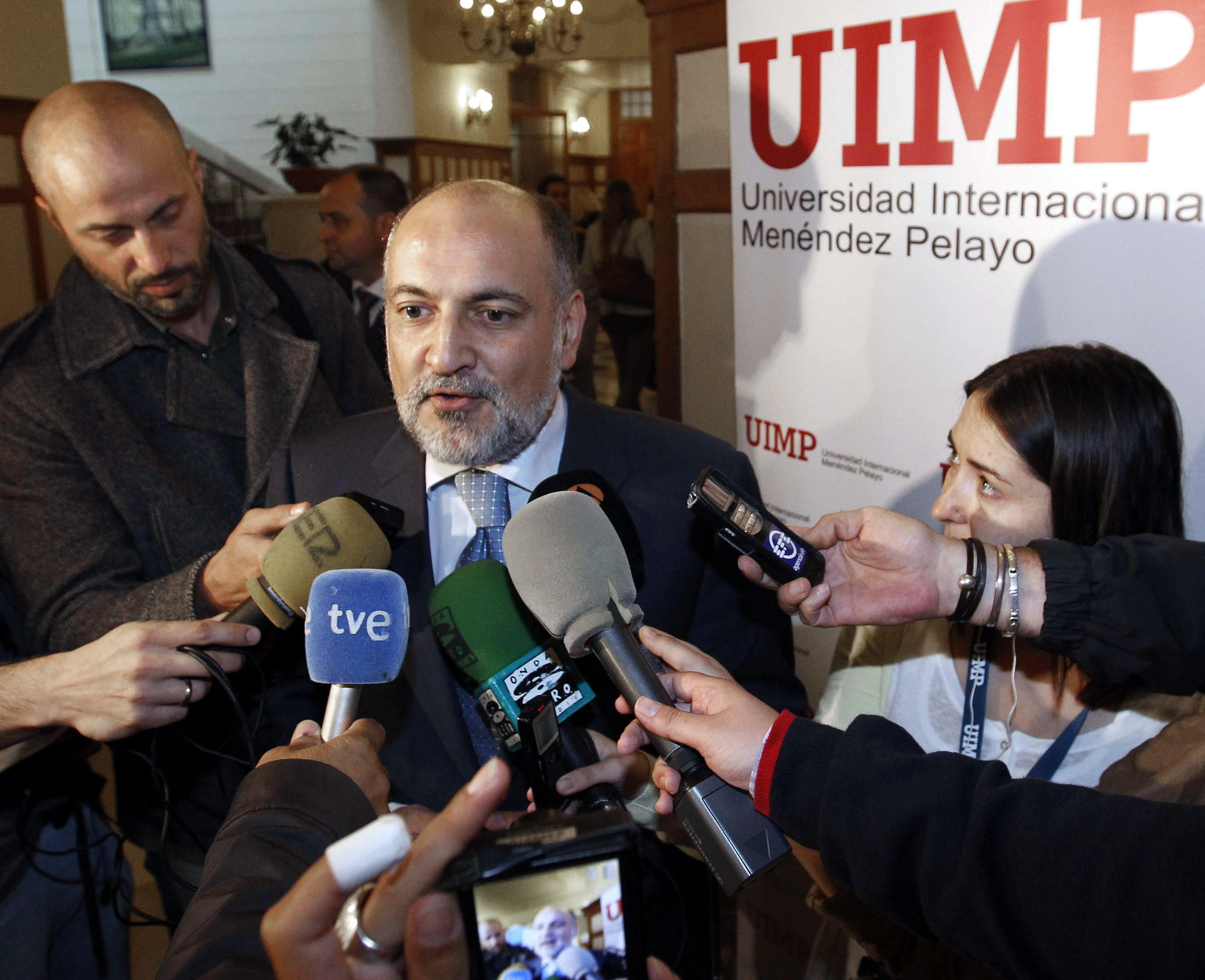El PSOE pide a Pérez de los Cobos que explique por qué ocultó su militancia