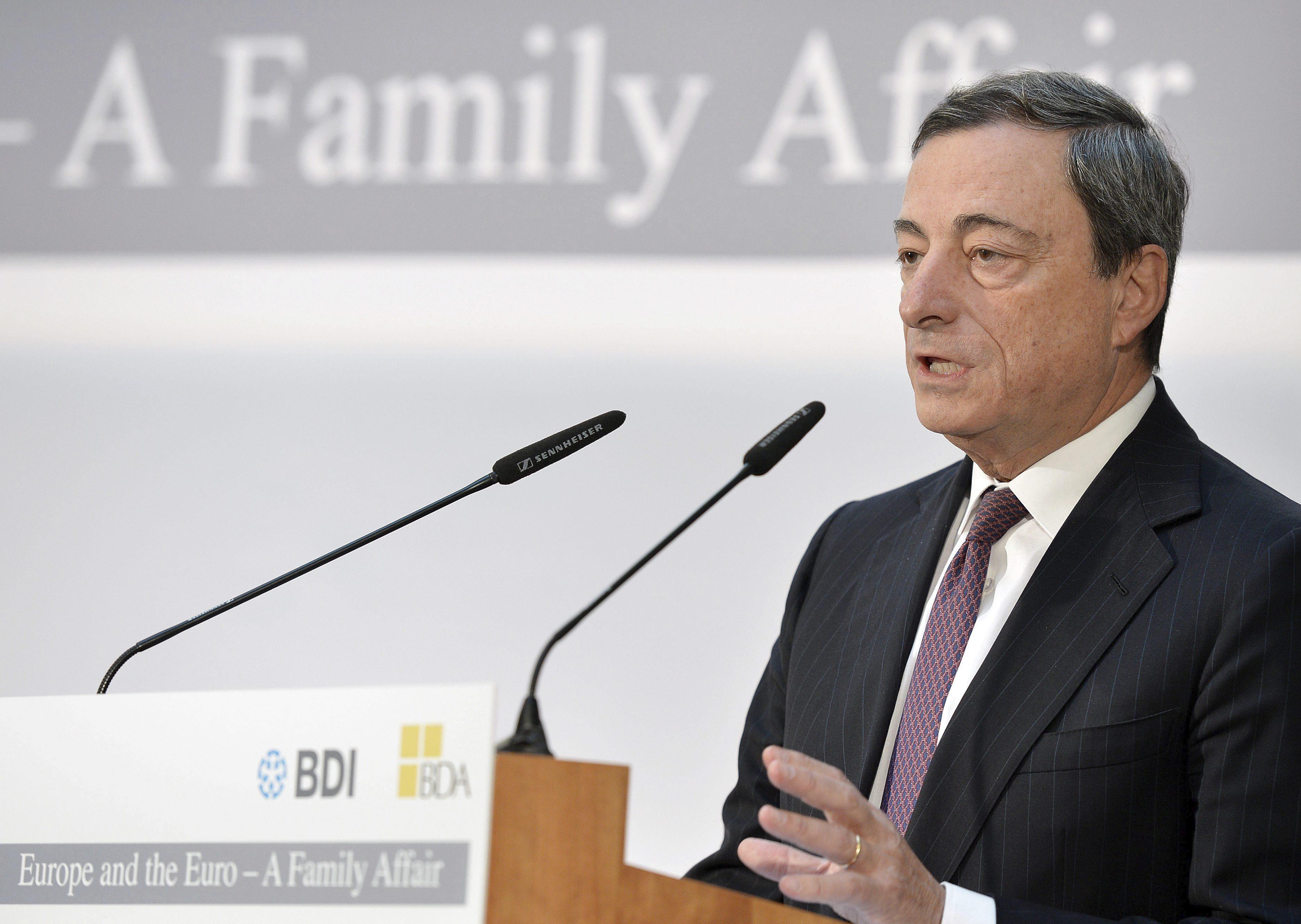 Draghi cree que se mantendrá la «lenta» recuperación económica de la Eurozona