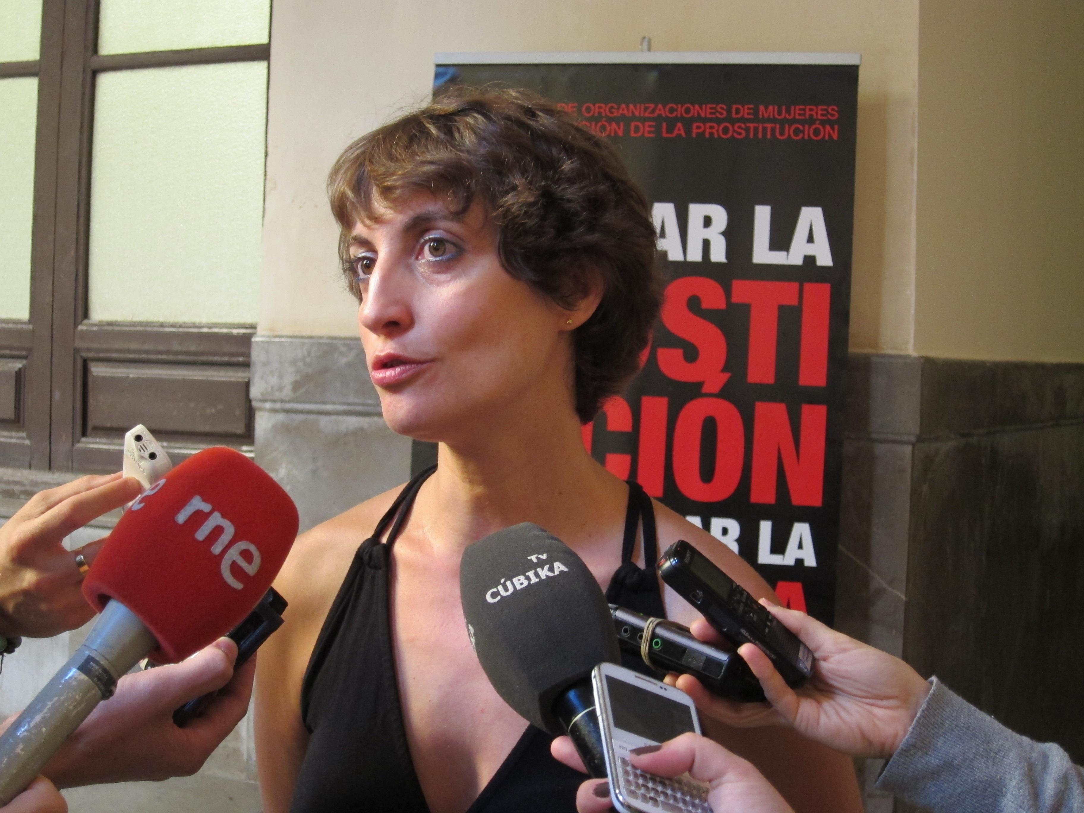 Expertos piden sancionar a los demandantes de servicios de prostitución para reducir la explotación sexual a mujeres