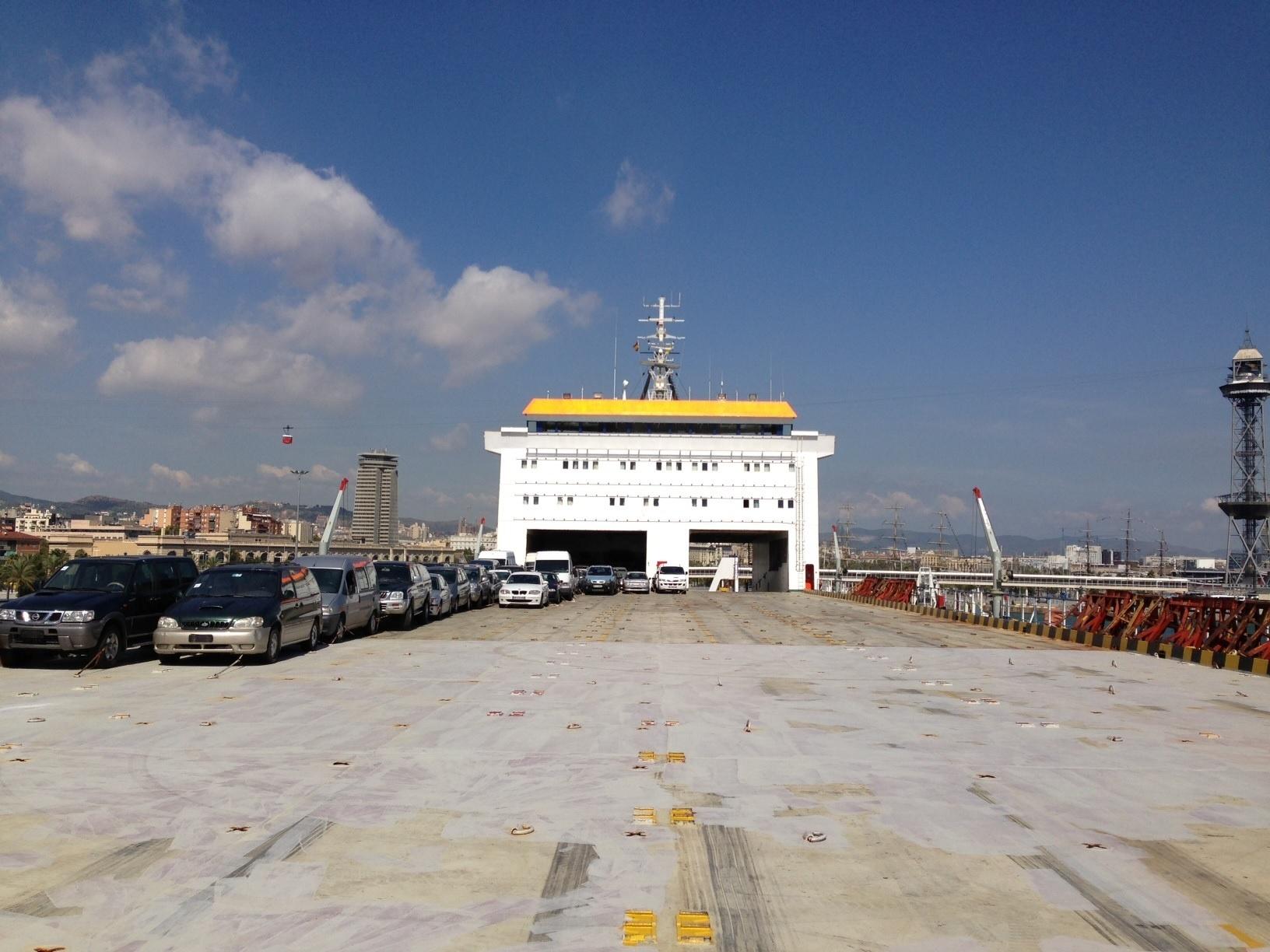 GM Logistics conecta el Puerto de Barcelona y África Occidental con carga rodada