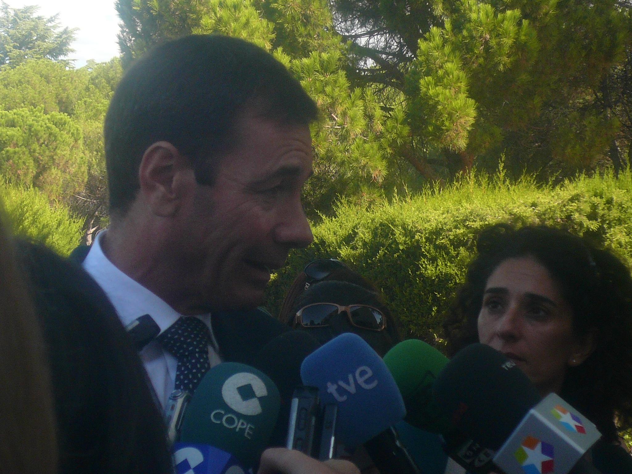 Gómez cree que el recorte en los presupuestos para 2014 planteado por el Gobierno regional «no es viable»