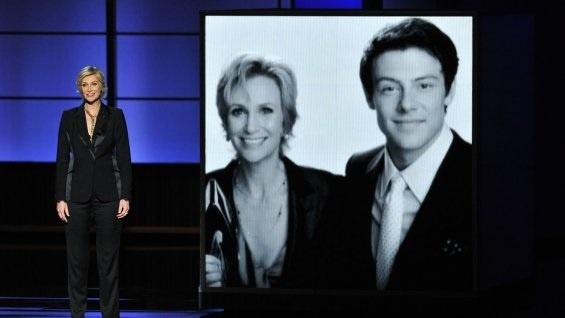 Jane Lynch (Glee) rinde tributo a Cory Monteith en los Emmy: «Él no era perfecto»