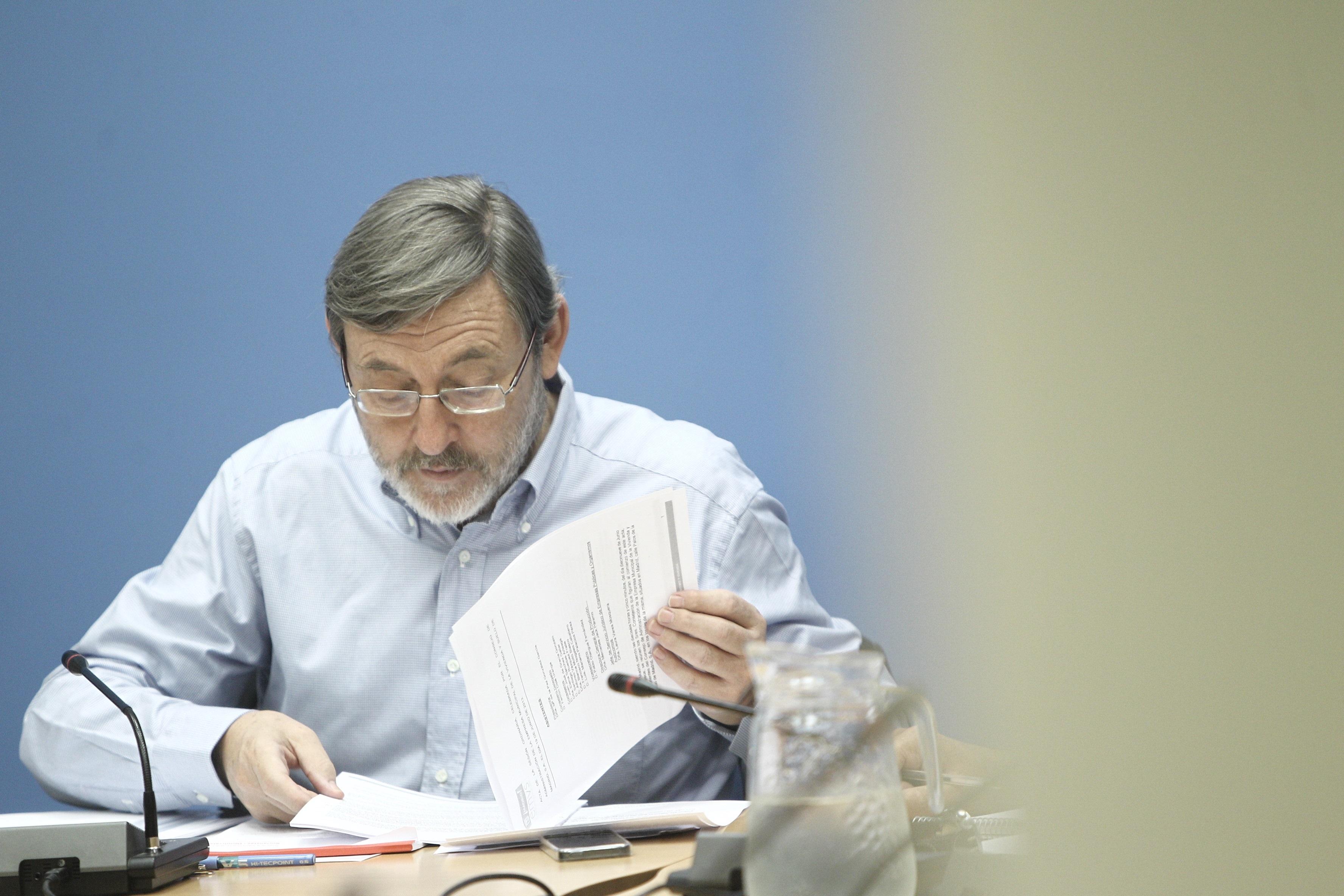 Lissavetzky recrimina a Botella que haya guardado «1.350 millones de euros de facturas en los cajones»