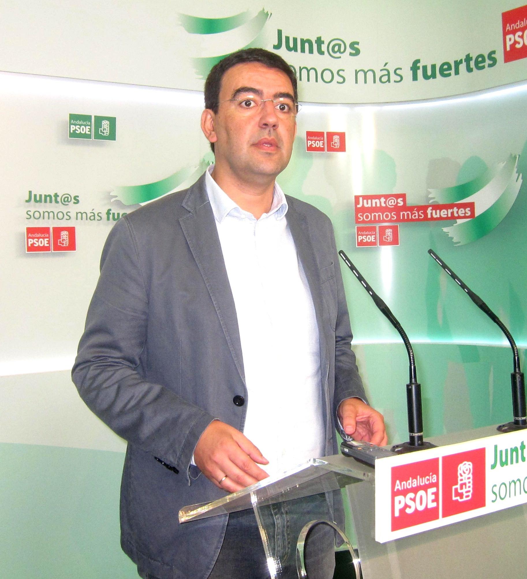 PSOE-A reclama a Zoido que siga los pasos de Díaz y presente también su declaración de renta y la de su cónyuge