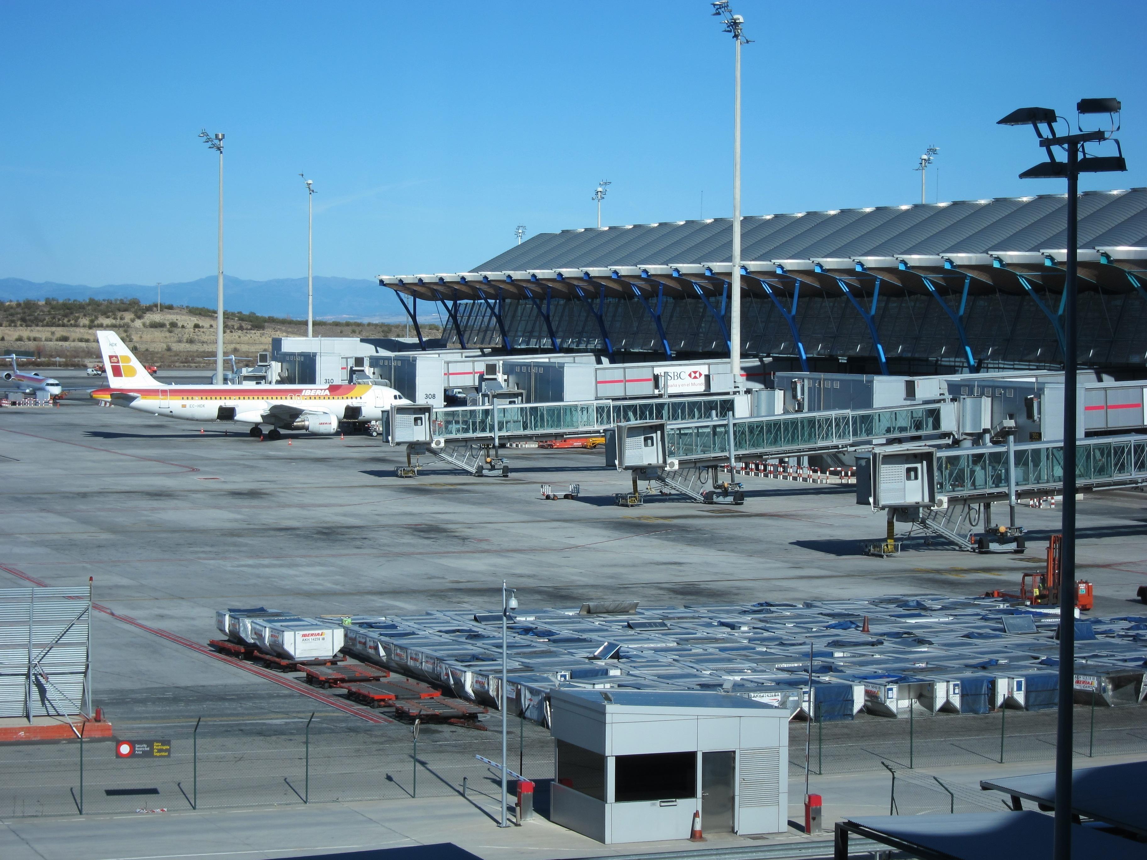 PSOE pide un plan estratégico para Barajas que incluya adelantar la conexión con el AVE y nuevas rutas