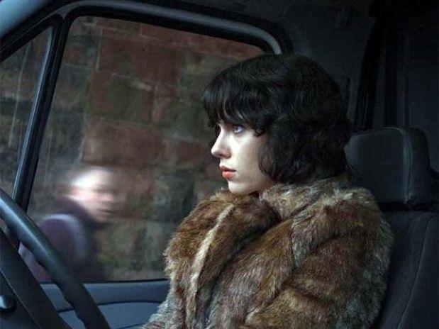 Scarlett Johansson, de caza en el nuevo tráiler de »Under the Skin»
