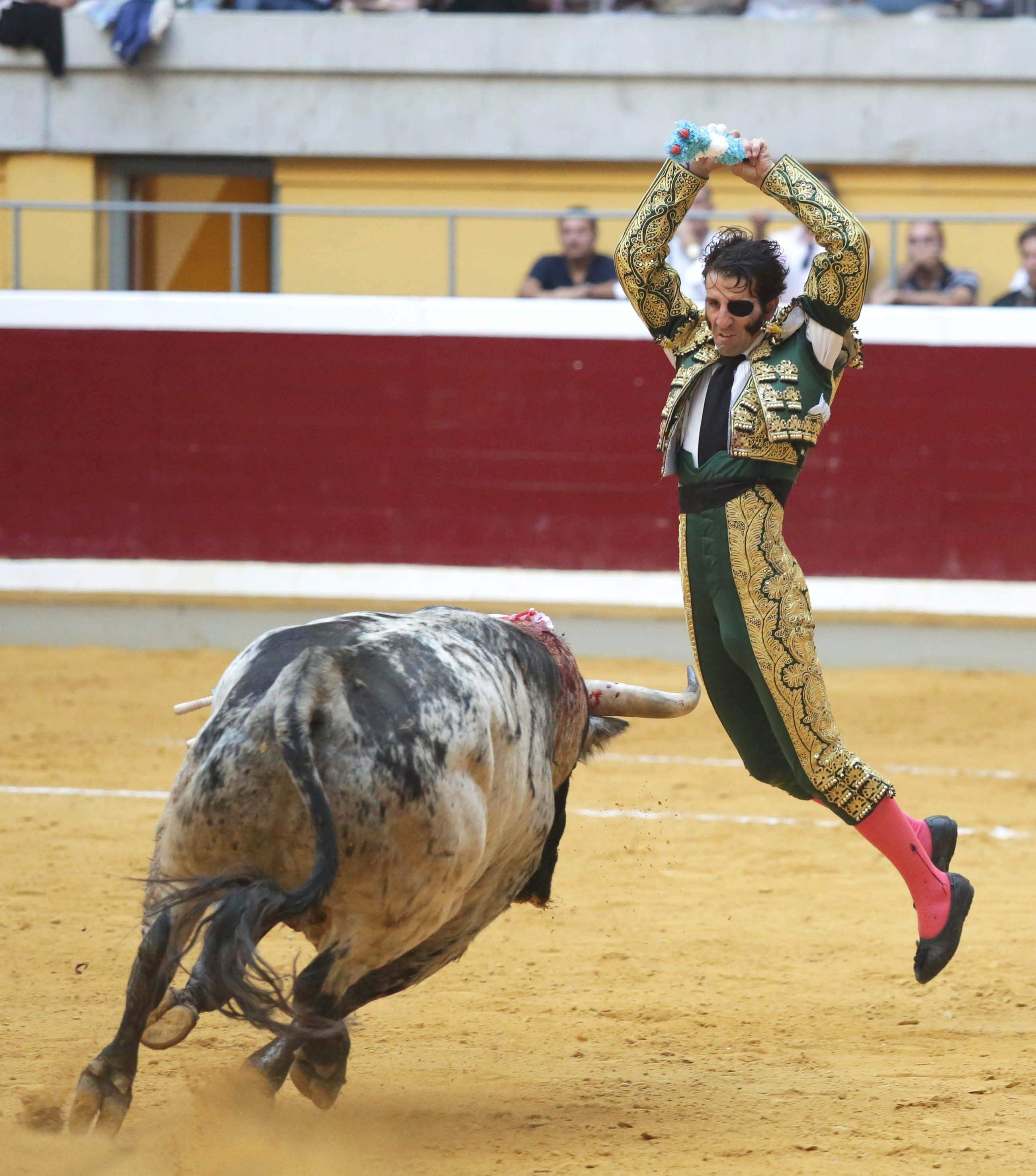 Tarde firme de Fandiño, dos orejas en Logroño y trofeo también para Padilla