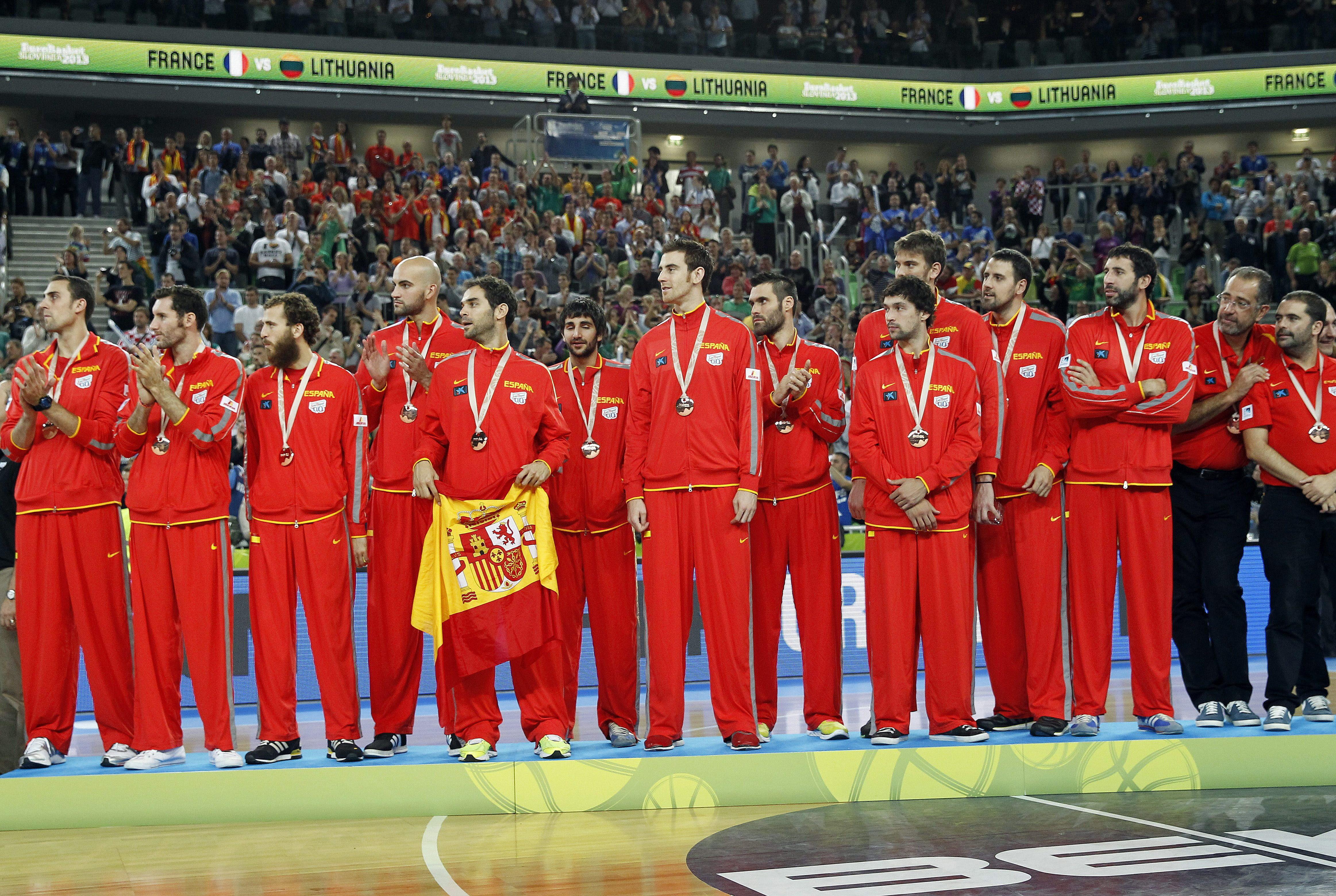La selección española de baloncesto vuelve a Madrid con un bronce europeo