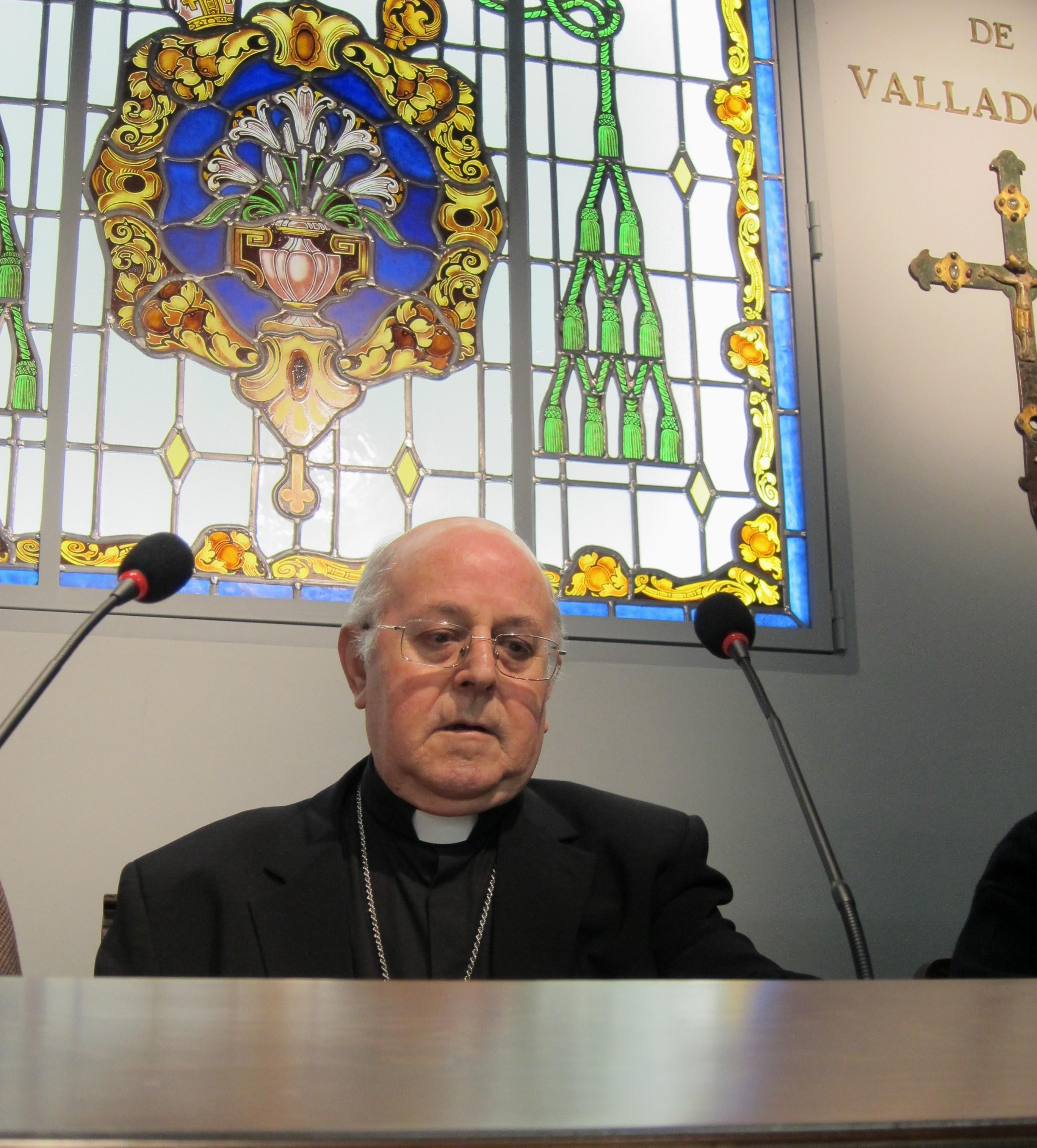 Arzobispo de Valladolid celebra 25 años de servicio episcopal con un libro que presentará el jueve en Comillas