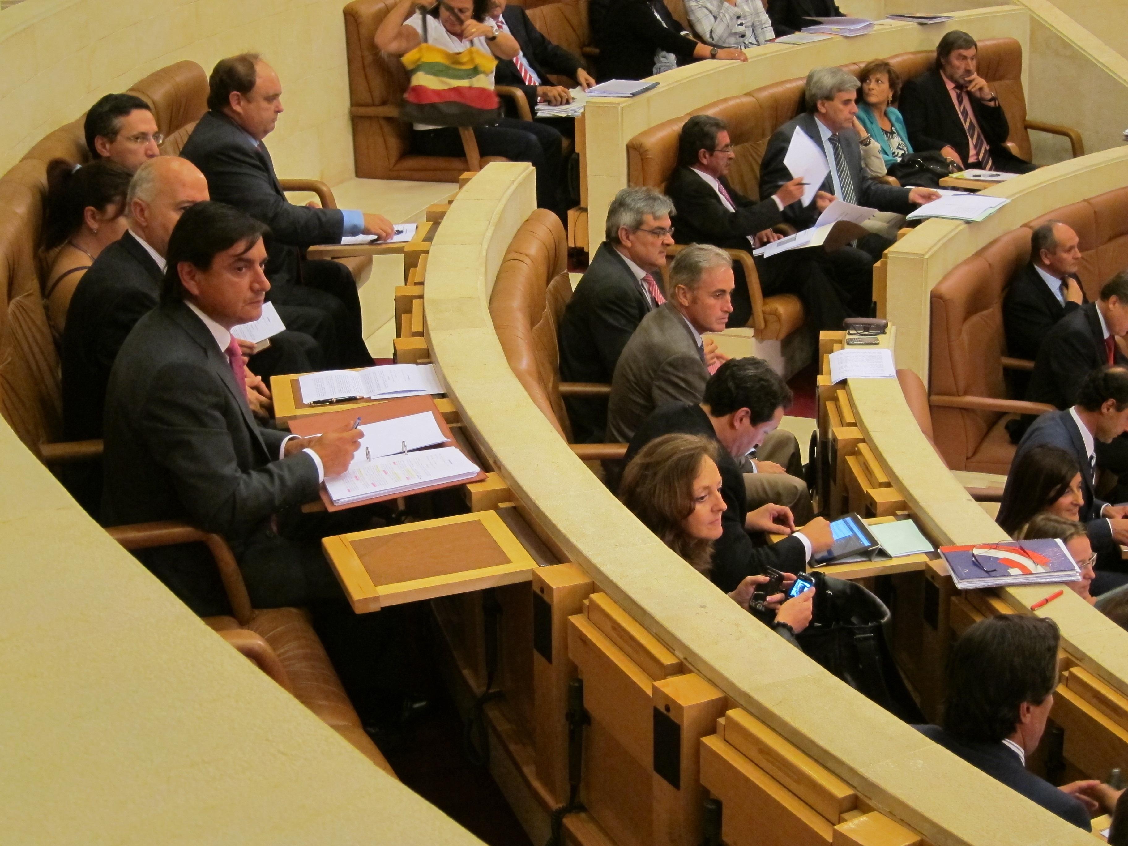 PP rechaza las mociones de la oposición para frenar el declive de la industria