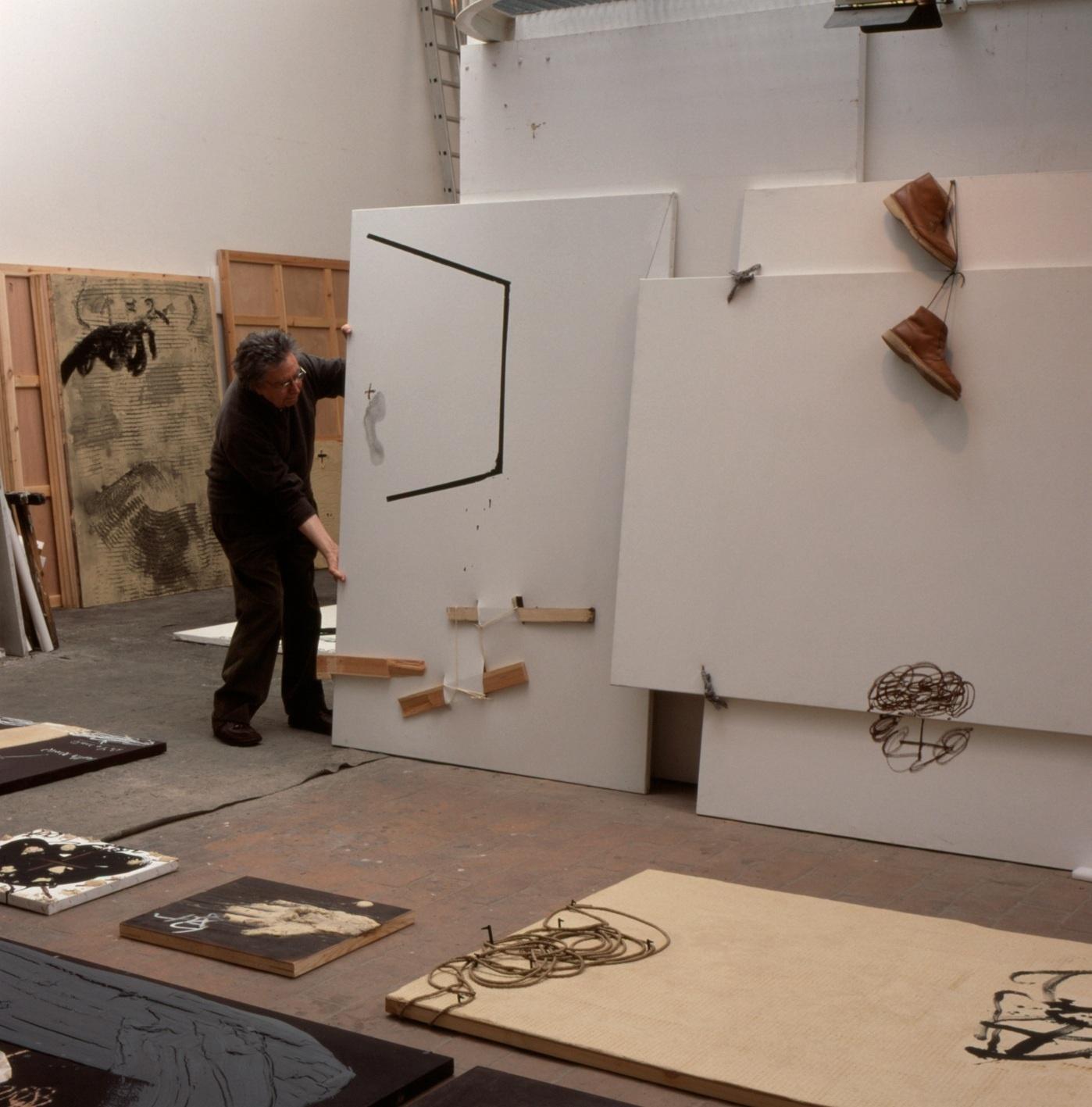 El Museo Guggenheim Bilbao presenta la muestra »Antoni Tàpies. Del objeto a la escultura (1964-2009)»