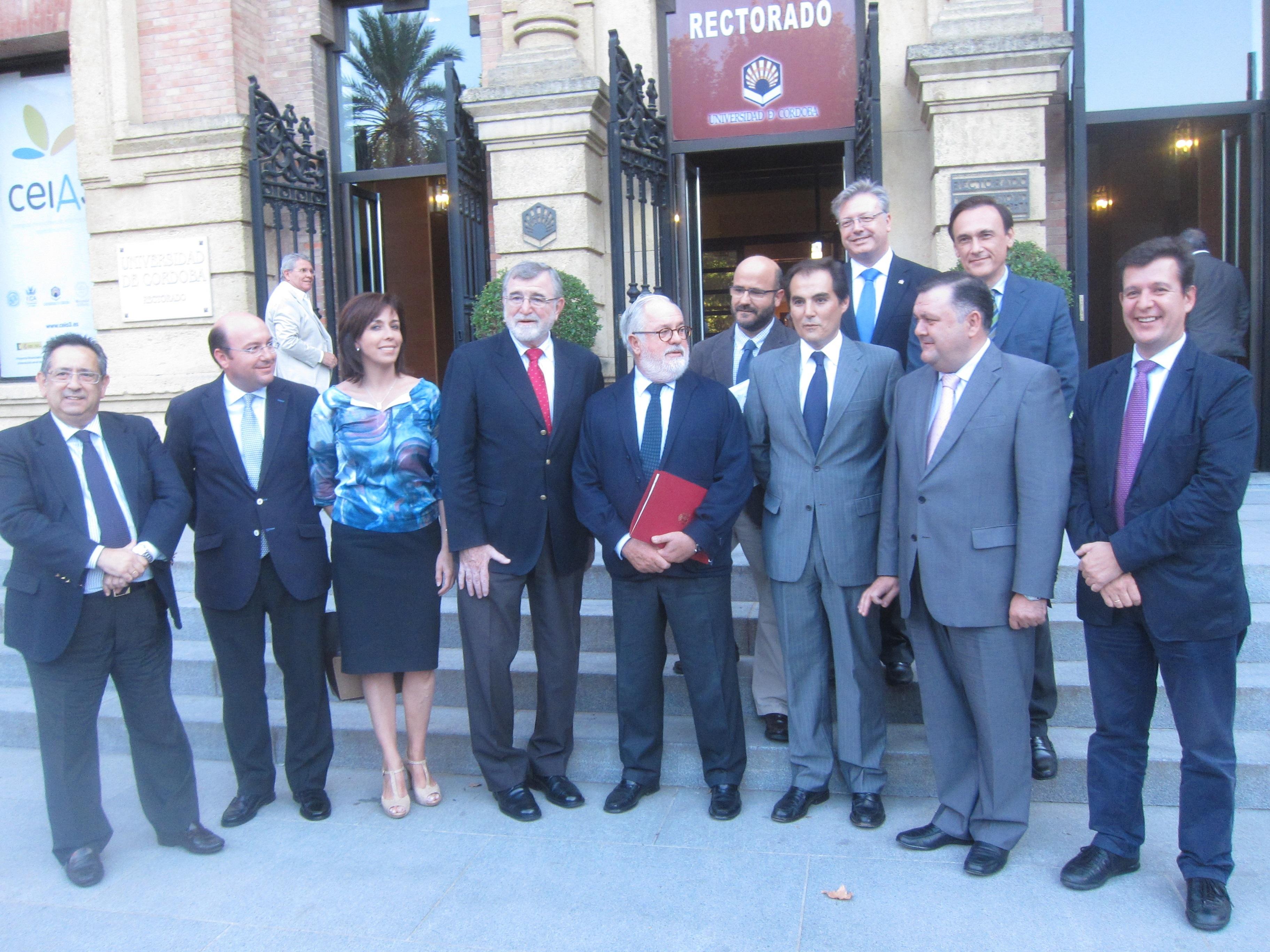 Arias Cañete se muestra «seguro» de que los andaluces «van a seguir percibiendo los mismos niveles de ayuda» de la PAC