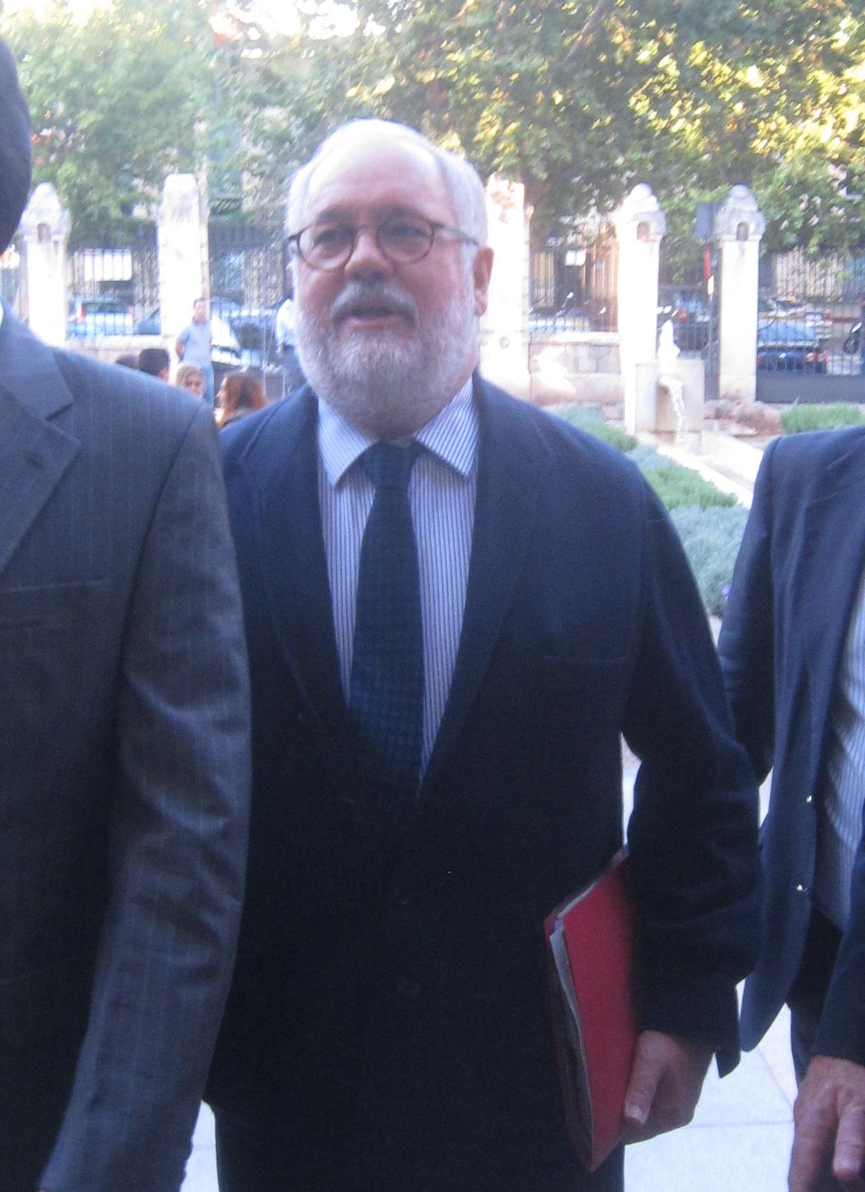 Arias Cañete defiende que el acuerdo de pesca con Marruecos tiene que ser «una cuestión de Estado»