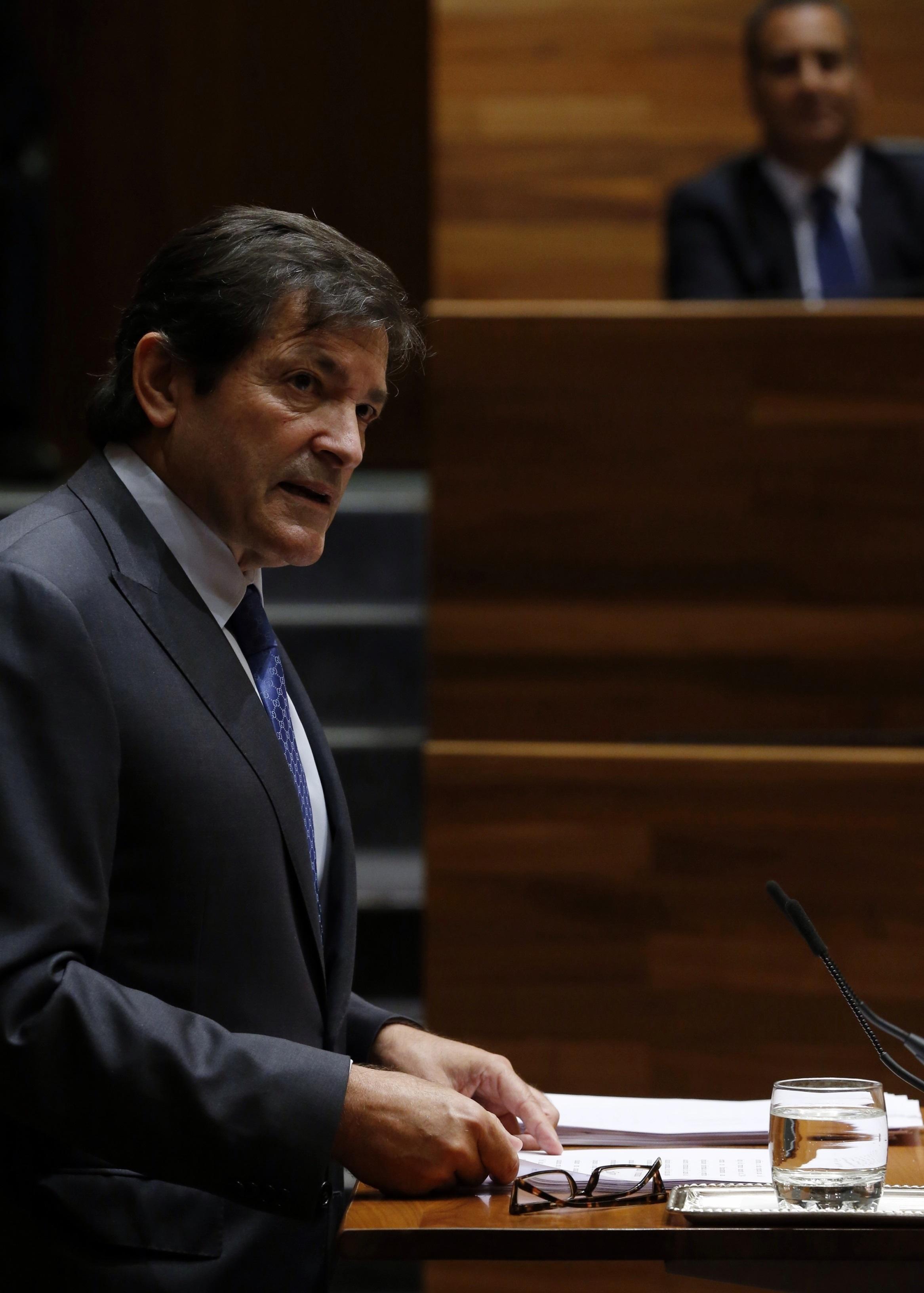 Javier Fernández, entre los siete presidentes autonómicos, que no asistirán al desfile militar del 12 de octubre