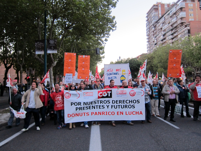 Trabajadores de Panrico y sus familias se manifiestan en Valladolid en defensa de sus 'derechos presentes y futuros'