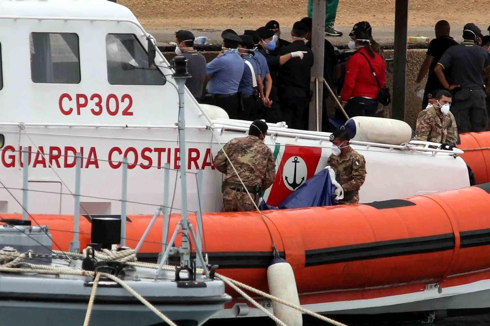Un nuevo naufragio cerca de la isla de Lampedusa se cobra al menos 50 muertos