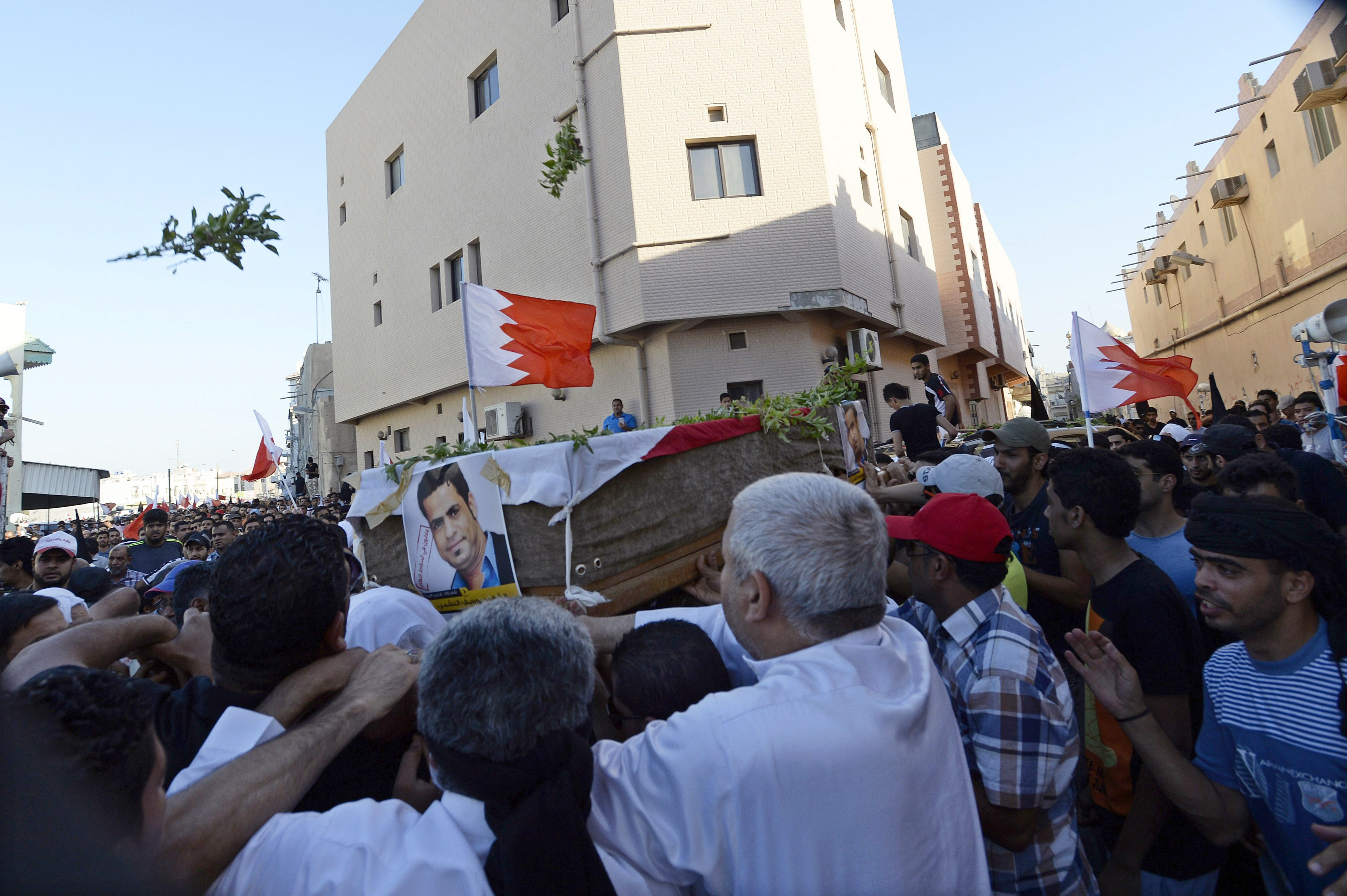 Disturbios en Baréin durante el funeral por la muerte de un detenido