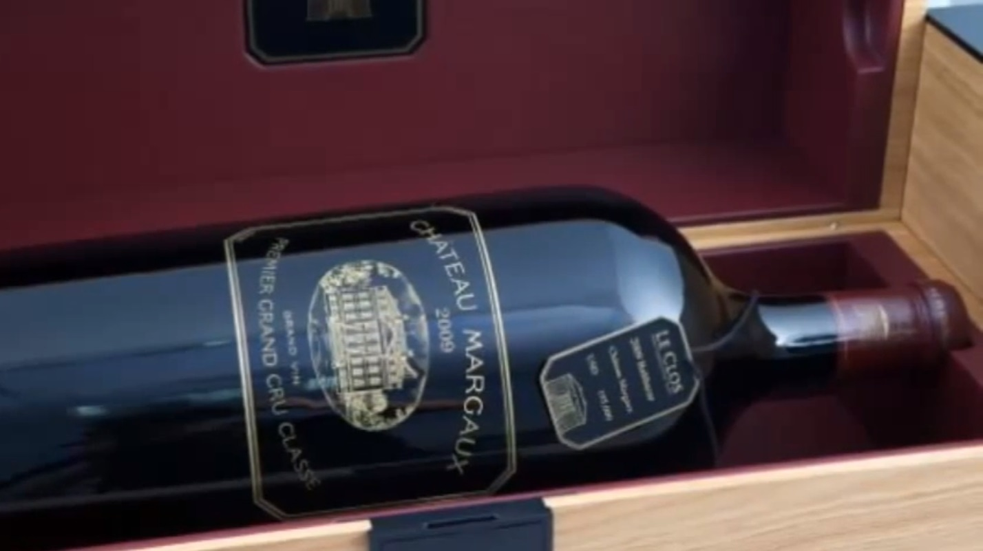 Sale a la venta por 144.000 euros la botella de vino tinto más cara del mundo