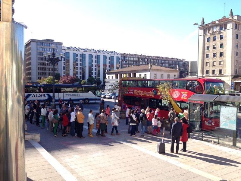 Las puerta del autobús turístico de Santander se han abierto este sábado gratis para los vecinos