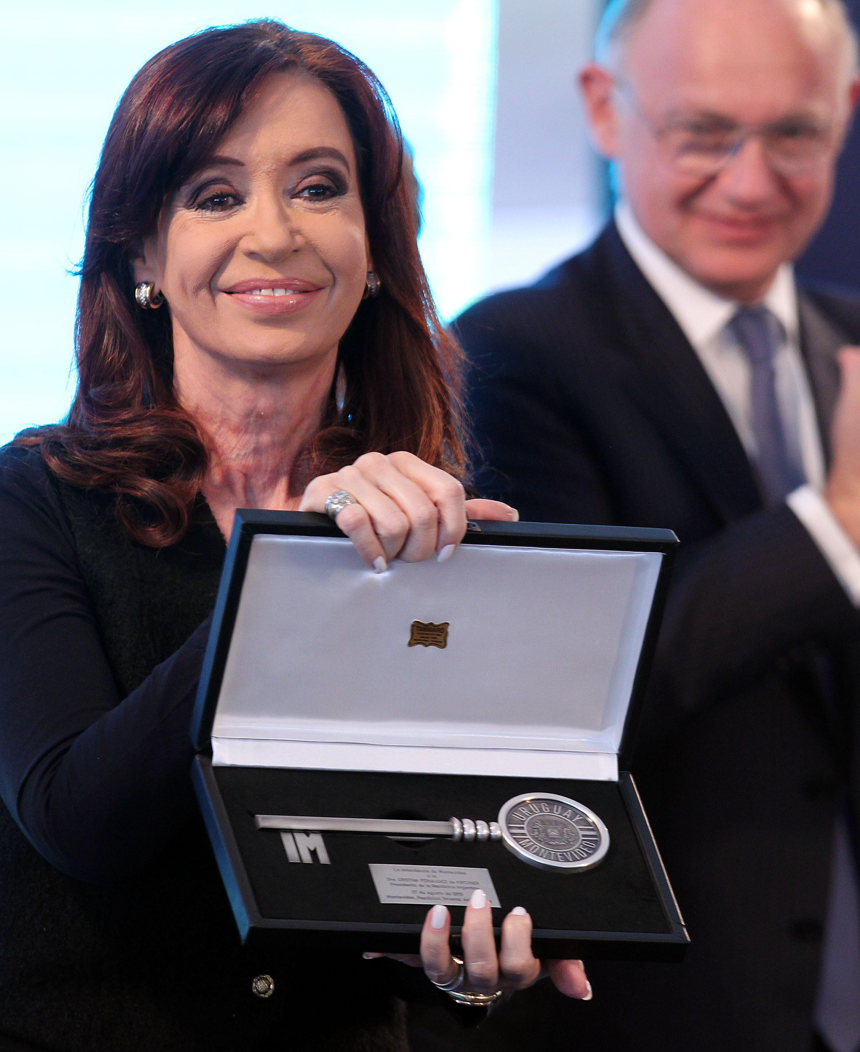 La presidenta argentina Cristina Fernández recibe el alta hospitalaria