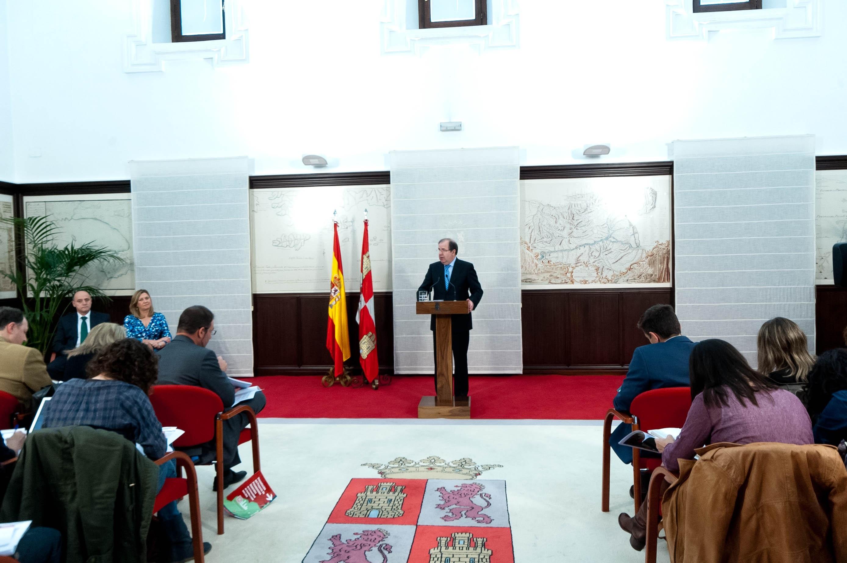 Herrera asegura que el impuesto sobre hidrocarburos ha cumplido su objetivo y justifica su mantenimiento