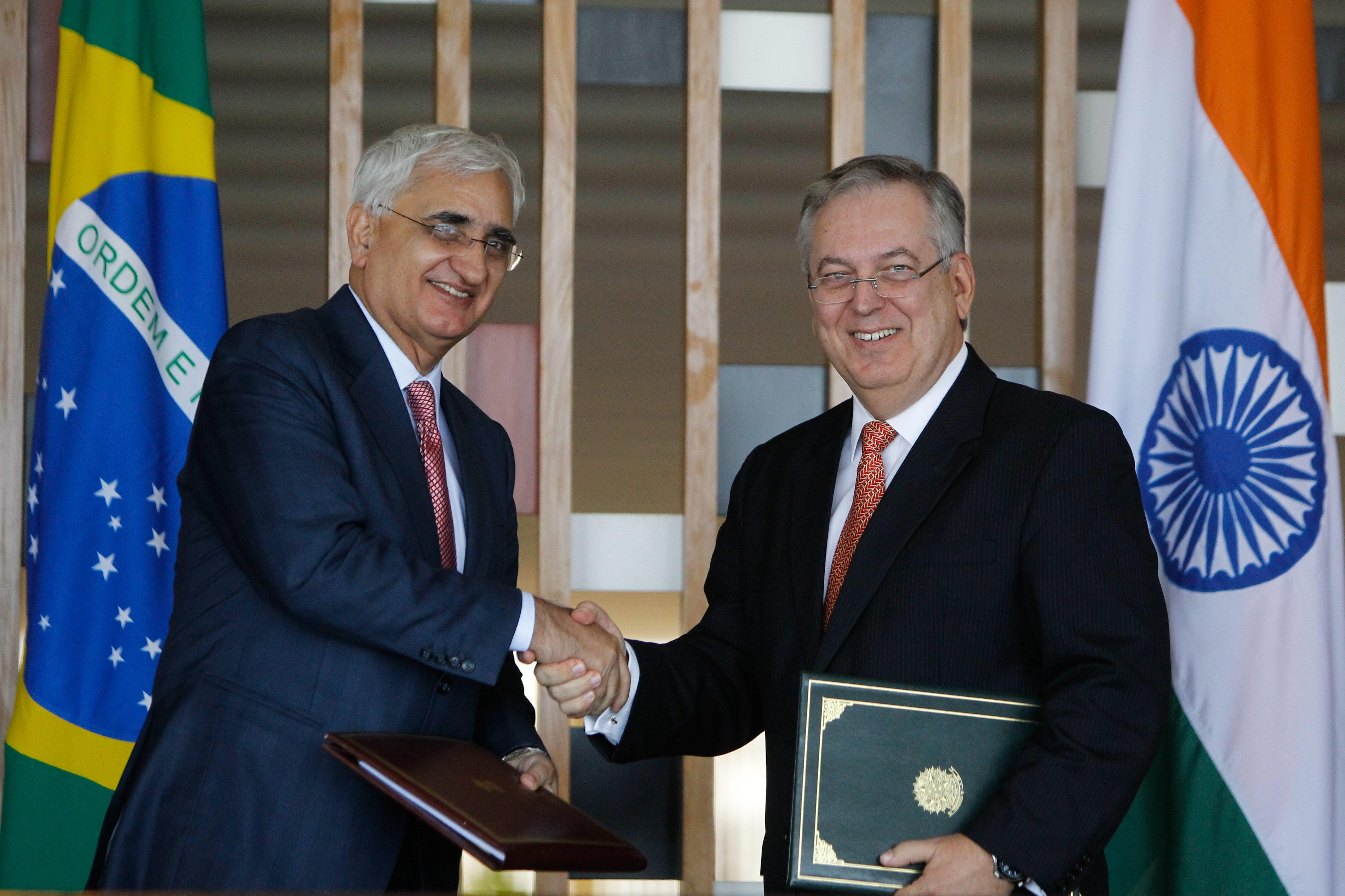 Brasil e India ratifican la meta comercial de 15.000 millones de dólares en 2015