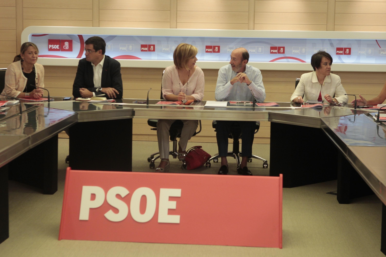 Dirigentes socialistas esperan que Rubalcaba acepte fijar las primarias para otoño de 2014