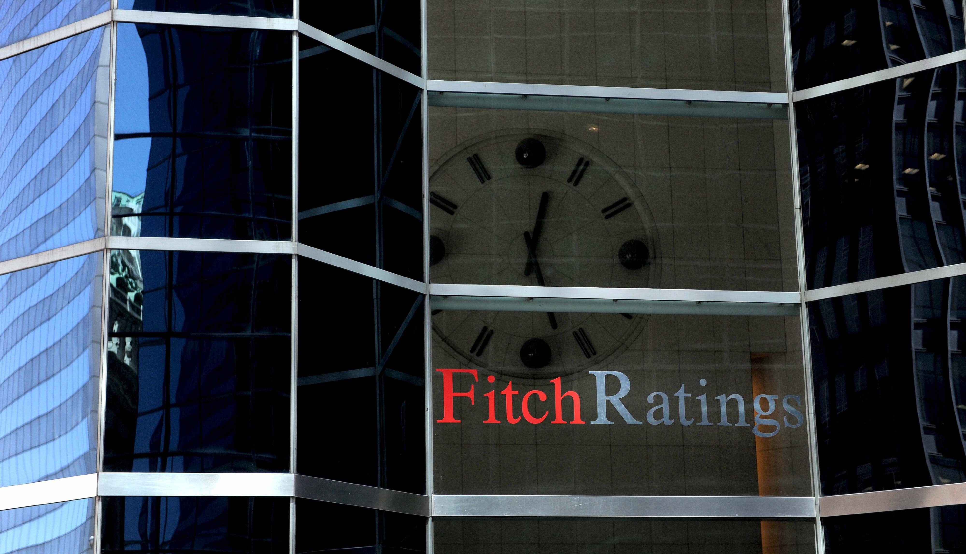 Fitch pone la deuda de EE.UU. en perspectiva negativa