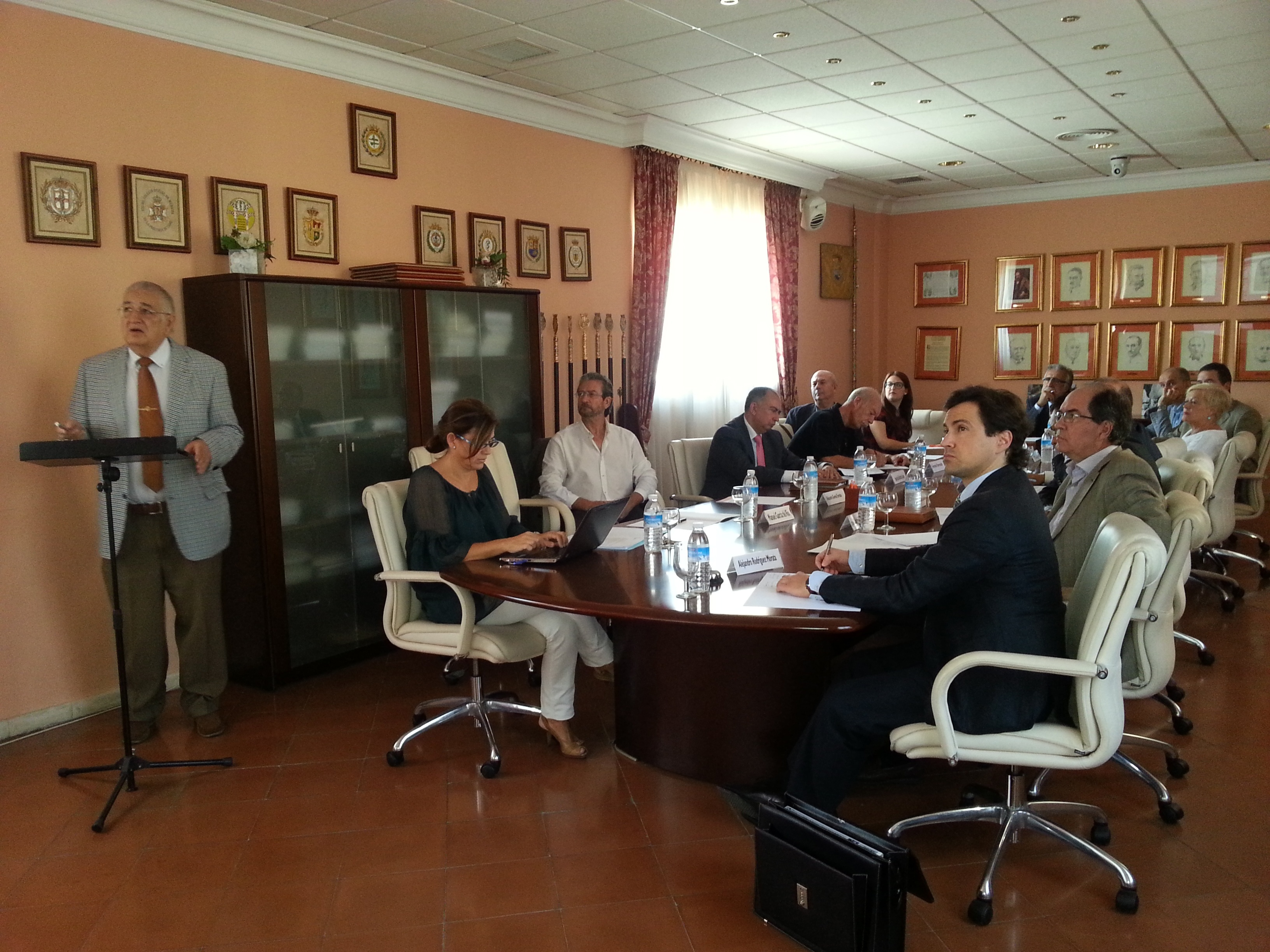Andalucía-Alertan de que la jubilación de médicos y la »fuga» al extranjero provocarán en 10 años falta de especialistas