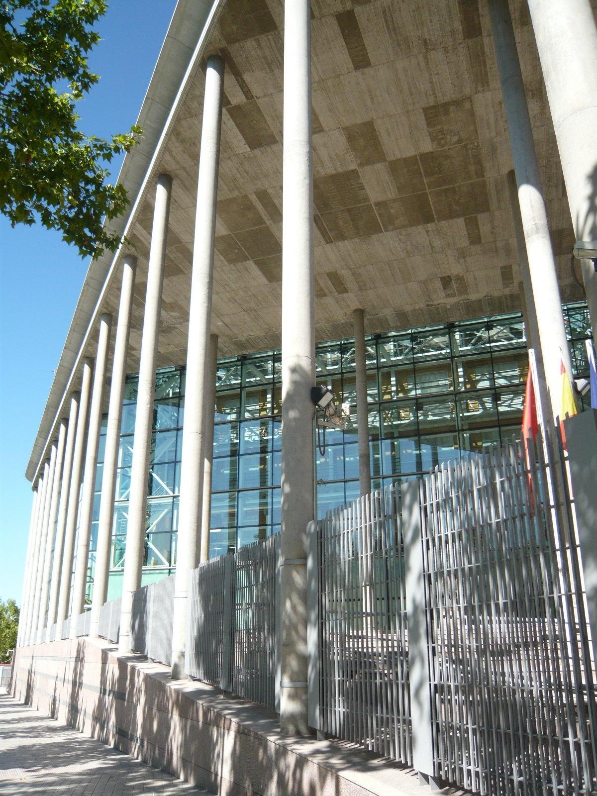 La Asamblea adjudica por 19.700 euros cuatro de los seis coches que había sacado a subasta