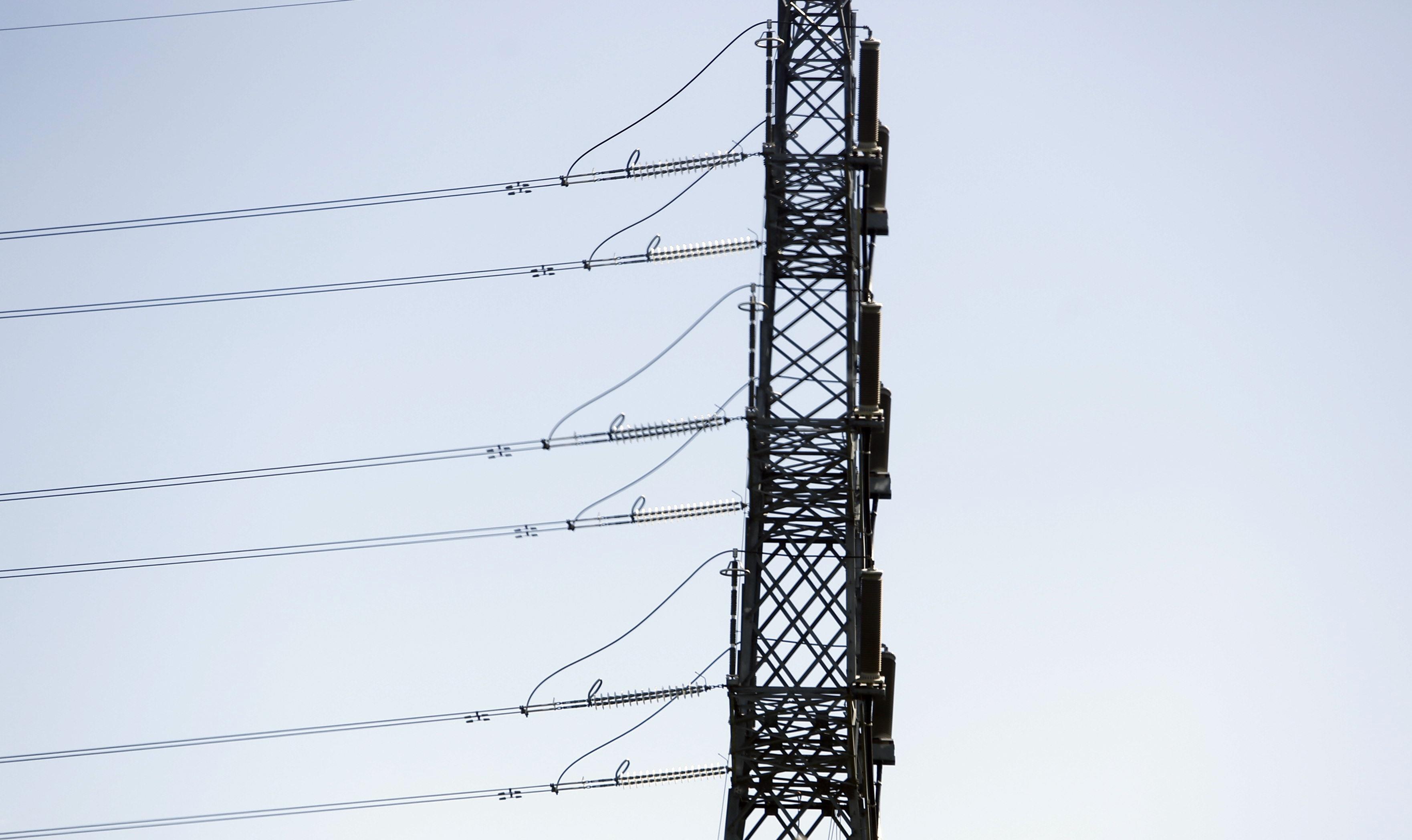 Economía/Energía- Las eléctricas piden al Gobierno sacar del recibo impuestos y subvenciones para evitar subidas del 40%