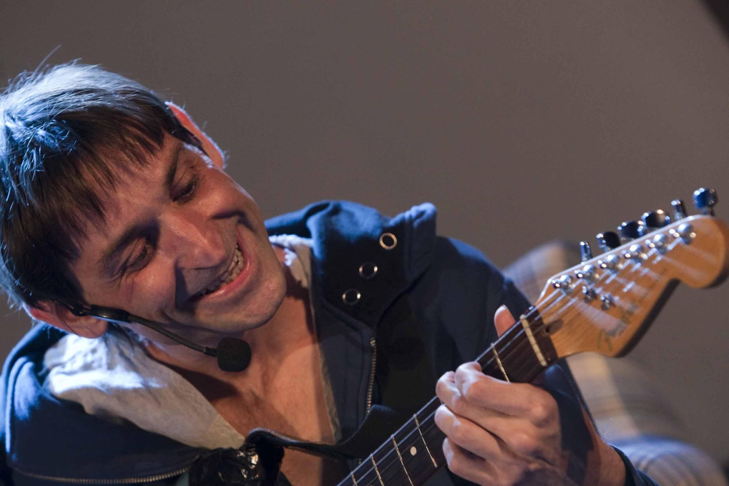 Piden cancelar el concierto de Albert Pla en el Teatro Jovellanos por «insultar a los gijoneses»