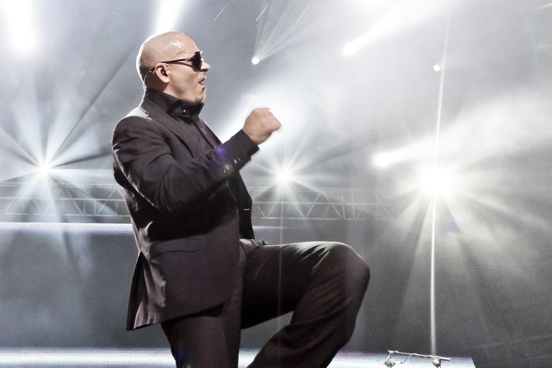 La baja venta de entradas obliga a Kesha y a Pitbull a cancelar su gira conjunta