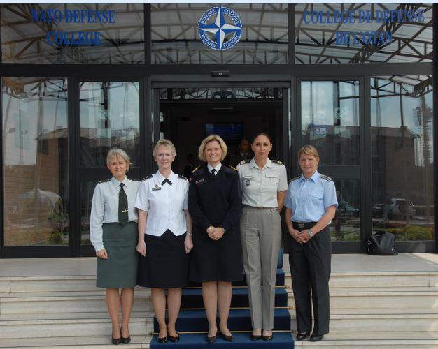 Solo 81 mujeres han participado en misiones en el exterior este año