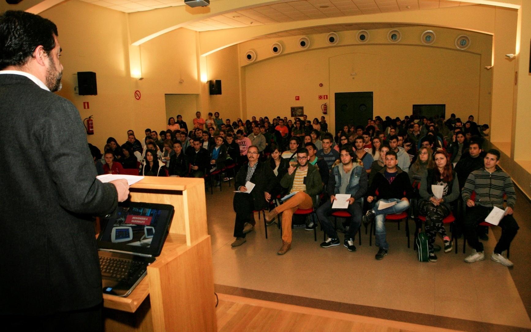 El Ayuntamiento colabora en la selección de unos 60 nuevos trabajadores para la empresa McDonald»s