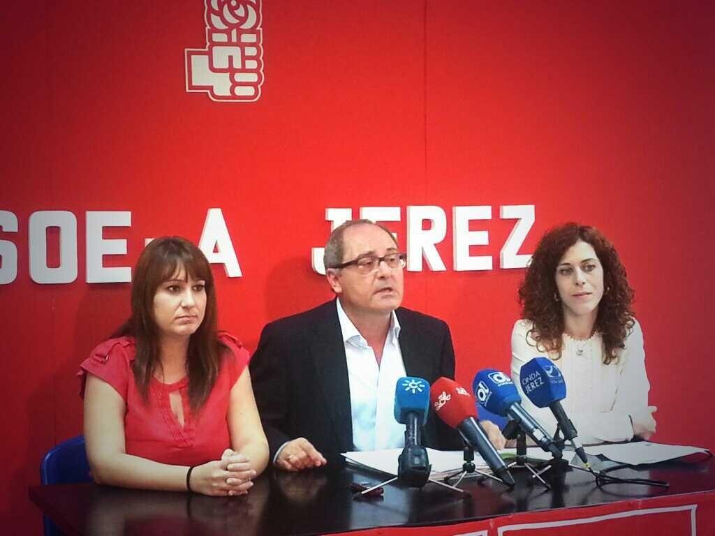 Cornejo (PSOE) advierte al PP de que el PSOE «no se va a quedar quieto frente a la reforma local»