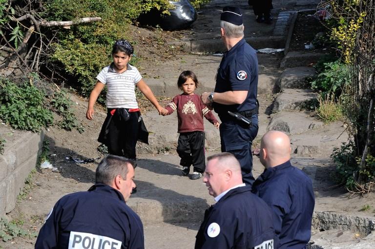 La deportación de una alumna gitana de origen kosovar desata una tempestad en Francia