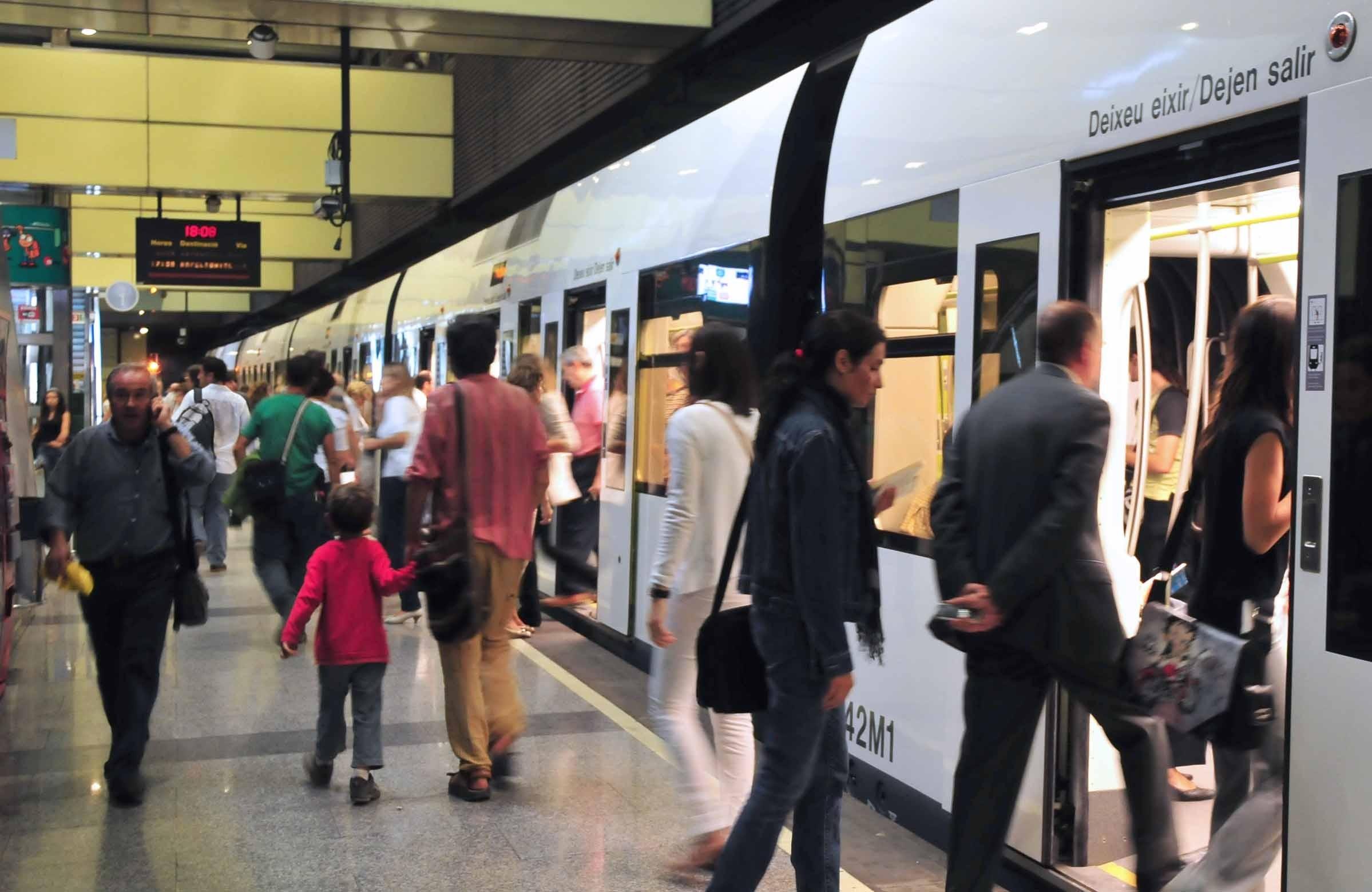 FGV corrige las frecuencias en Metrovalencia para los próximos «puentes largos» tras las quejas de usuarios