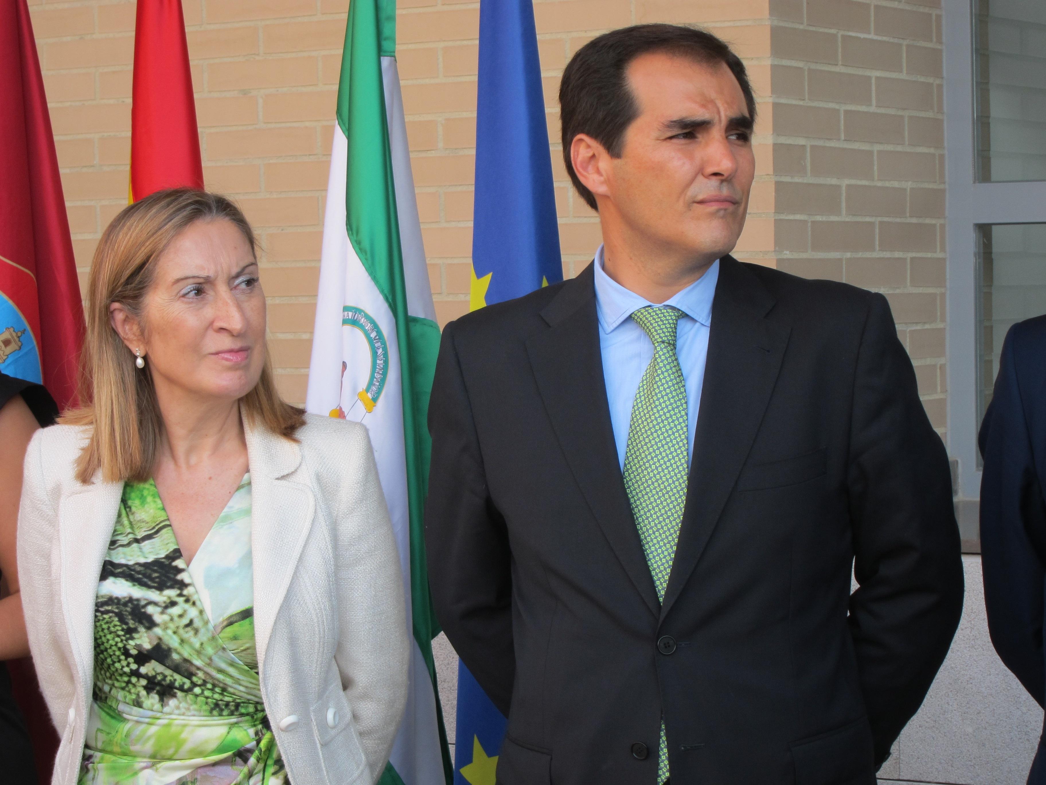 La ministra de Fomento dice que Renfe estudia «qué trenes pueden parar» en la Estación de Villanueva de Córdoba