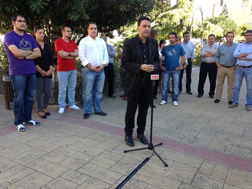 Jiménez (PSOE-A) lamenta el «desgobierno» de Martos por un «bipartito extraño» en el que «unos vigilan a otros»