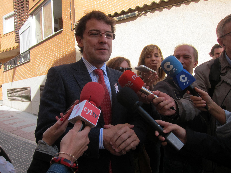 Mañueco aplaude poder abrir 16 festivos porque permite al comercio de la ciudad «competir en igualdad de condiciones»