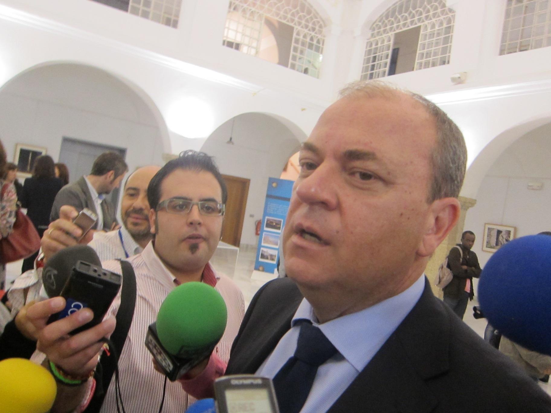 Monago considera «una oportunidad perdida» la enmienda a la totalidad del PSOE, al que insta a «reflexionar»