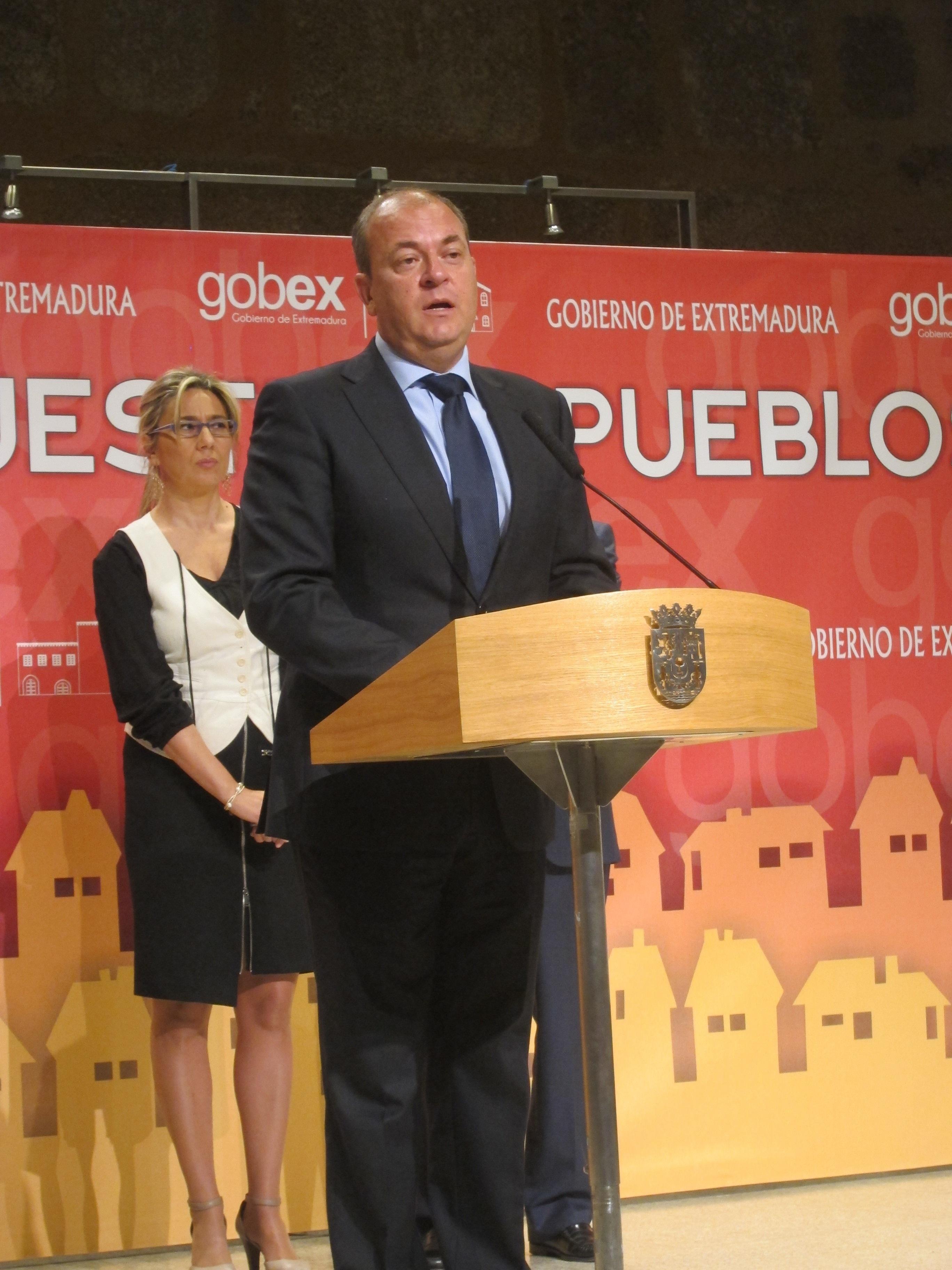 Monago sostiene que el PSOE tendría que explicar «muy bien» a los extremeños su rechazo a las cuentas