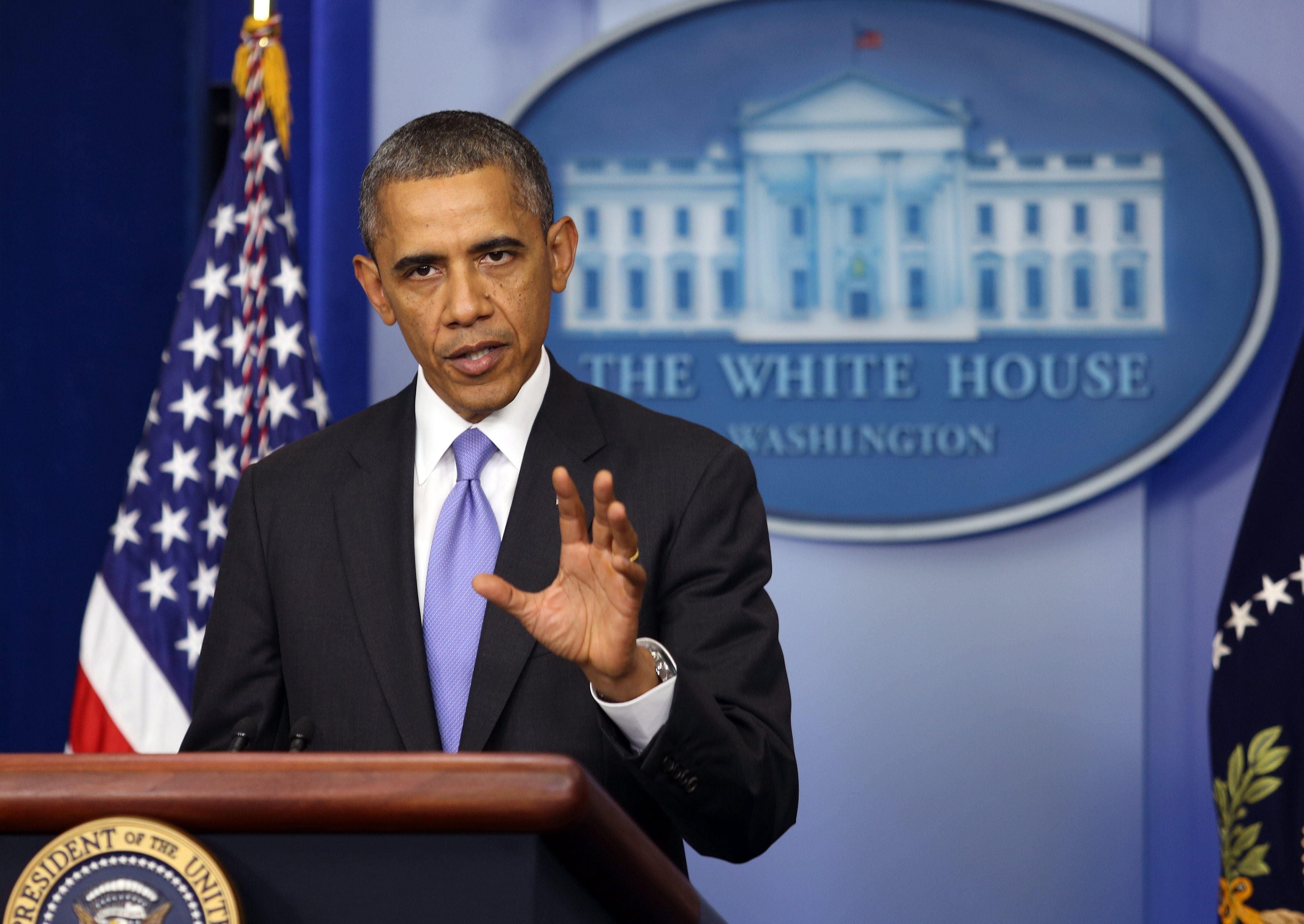Obama firma oficialmente la ley para reabrir el gobierno y elevar el techo de la deuda