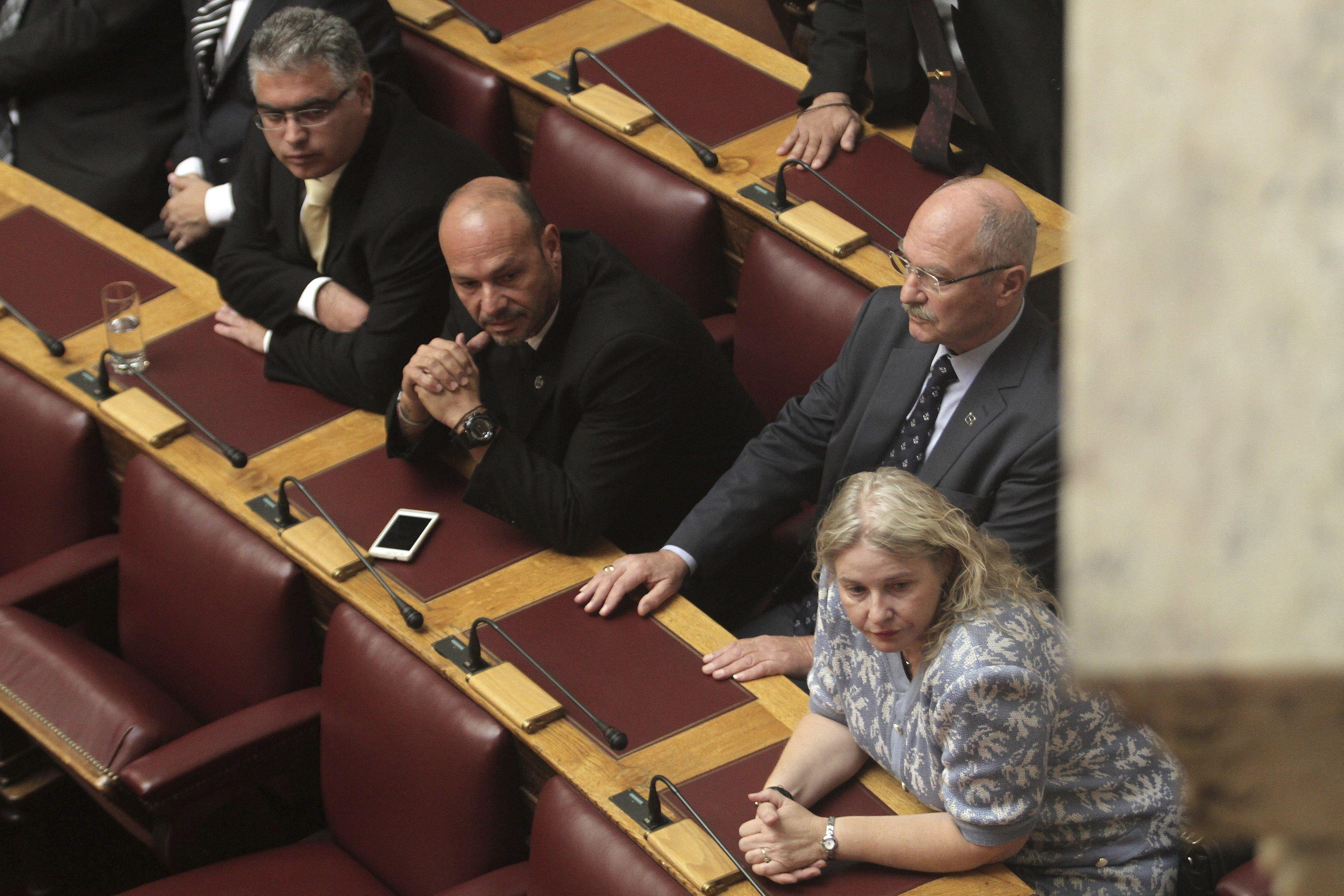 El Parlamento griega vota hoy si suspende la financiación de Amanecer Dorado