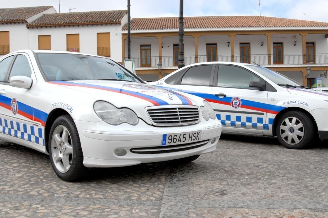 La Policía Local incorpora a su flota tres coches abandonados por sus propietarios