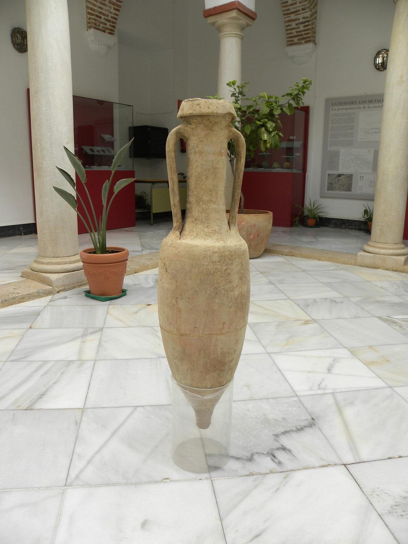 Recuperada una ánfora romana del siglo II a.C. que iba a ser vendida por internet