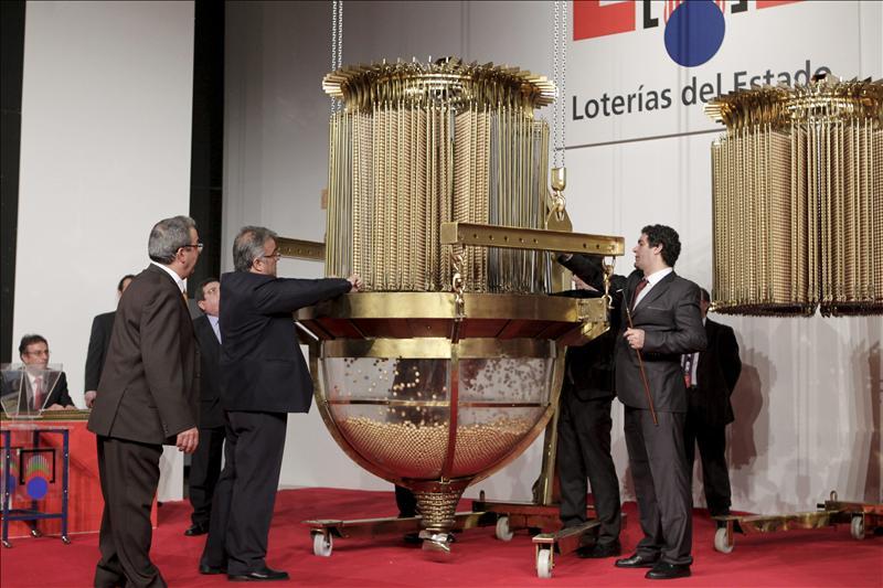 Lotería de Navidad 2013: Diego López sacó la primera bola de la Lotería española