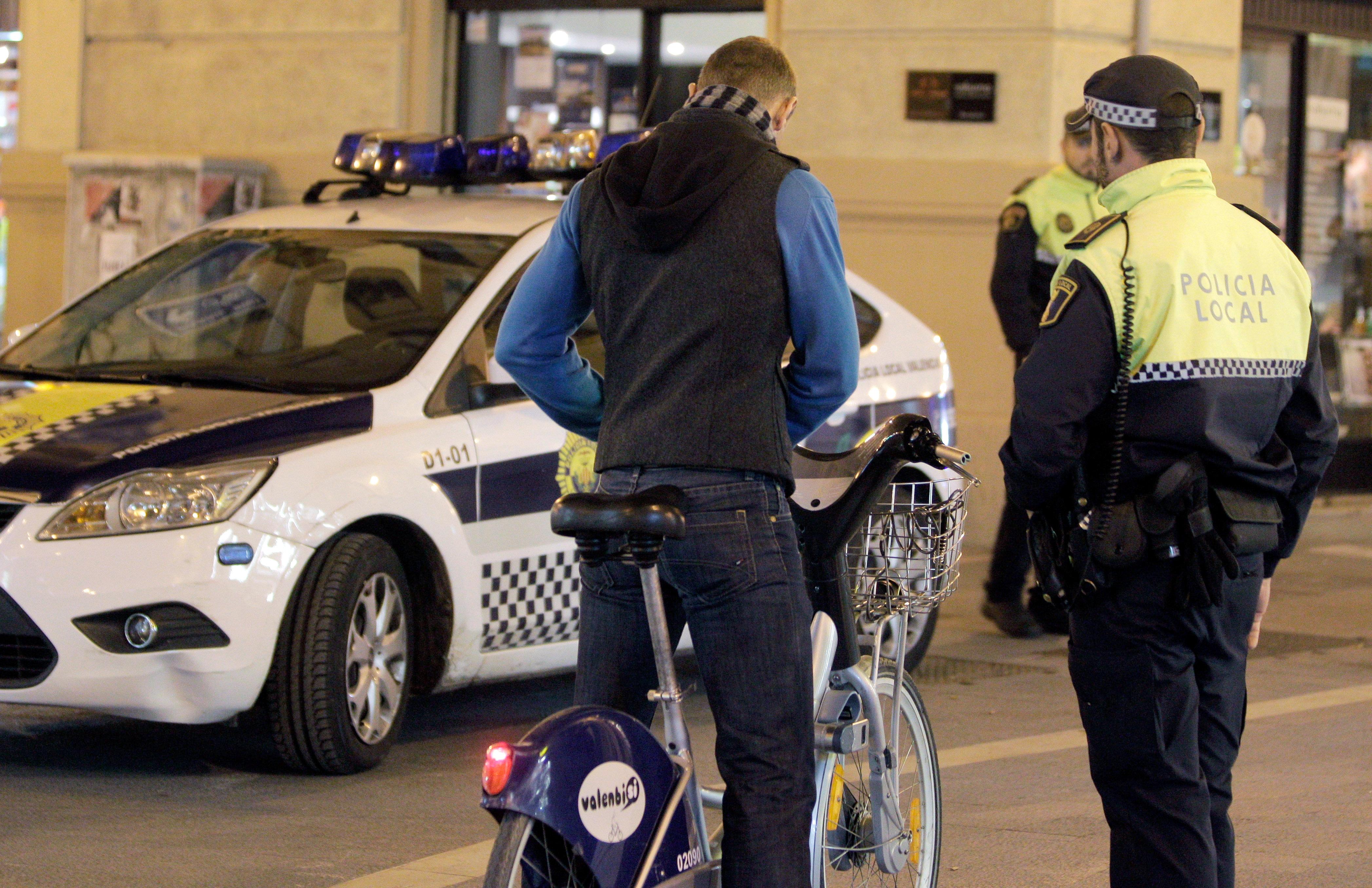 La Policía española identifica cuatro veces más a los ciudadanos que no son blancos