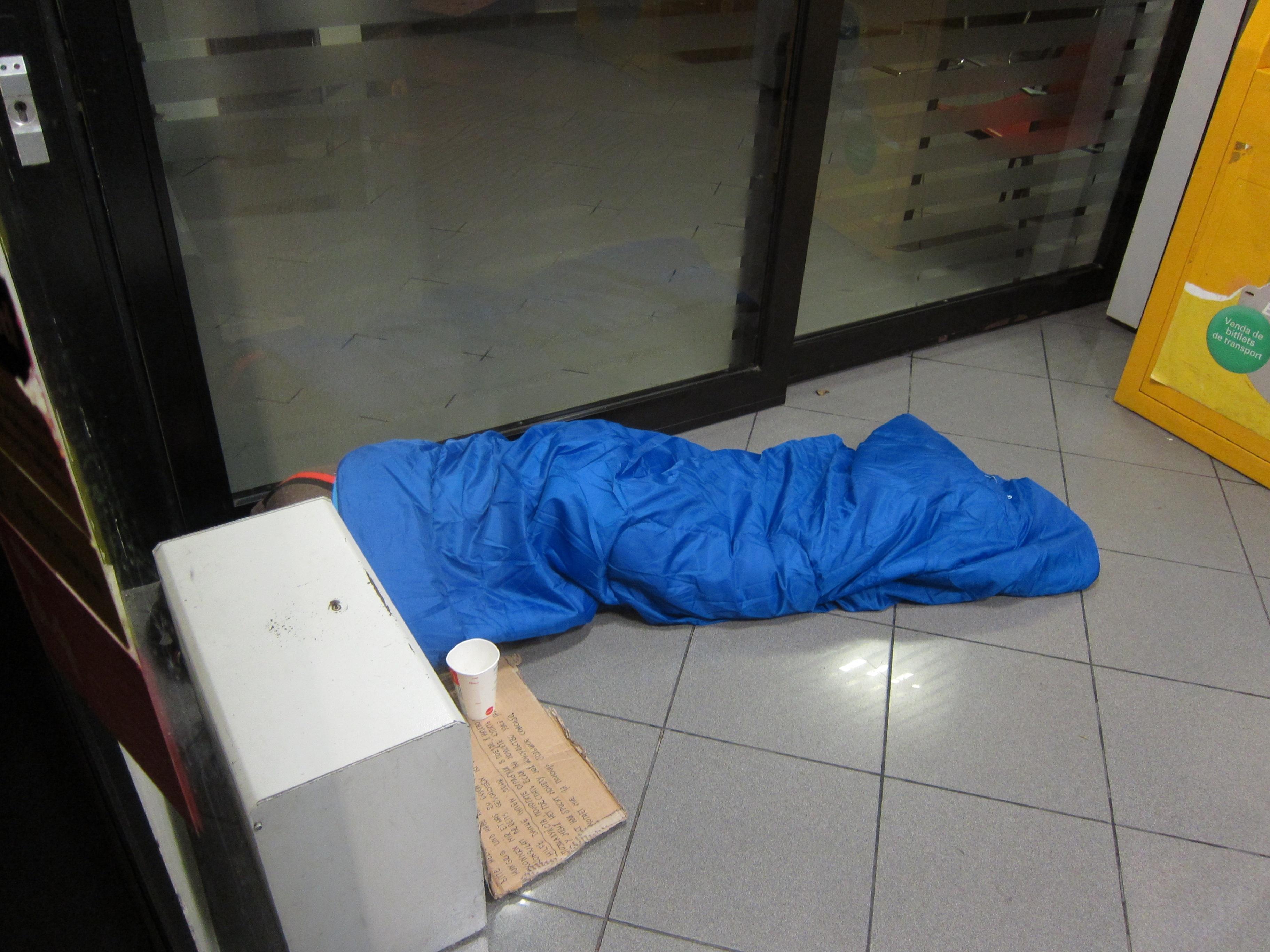 Casi 250 personas duermen a diario en la calle en las tres capitales vascas